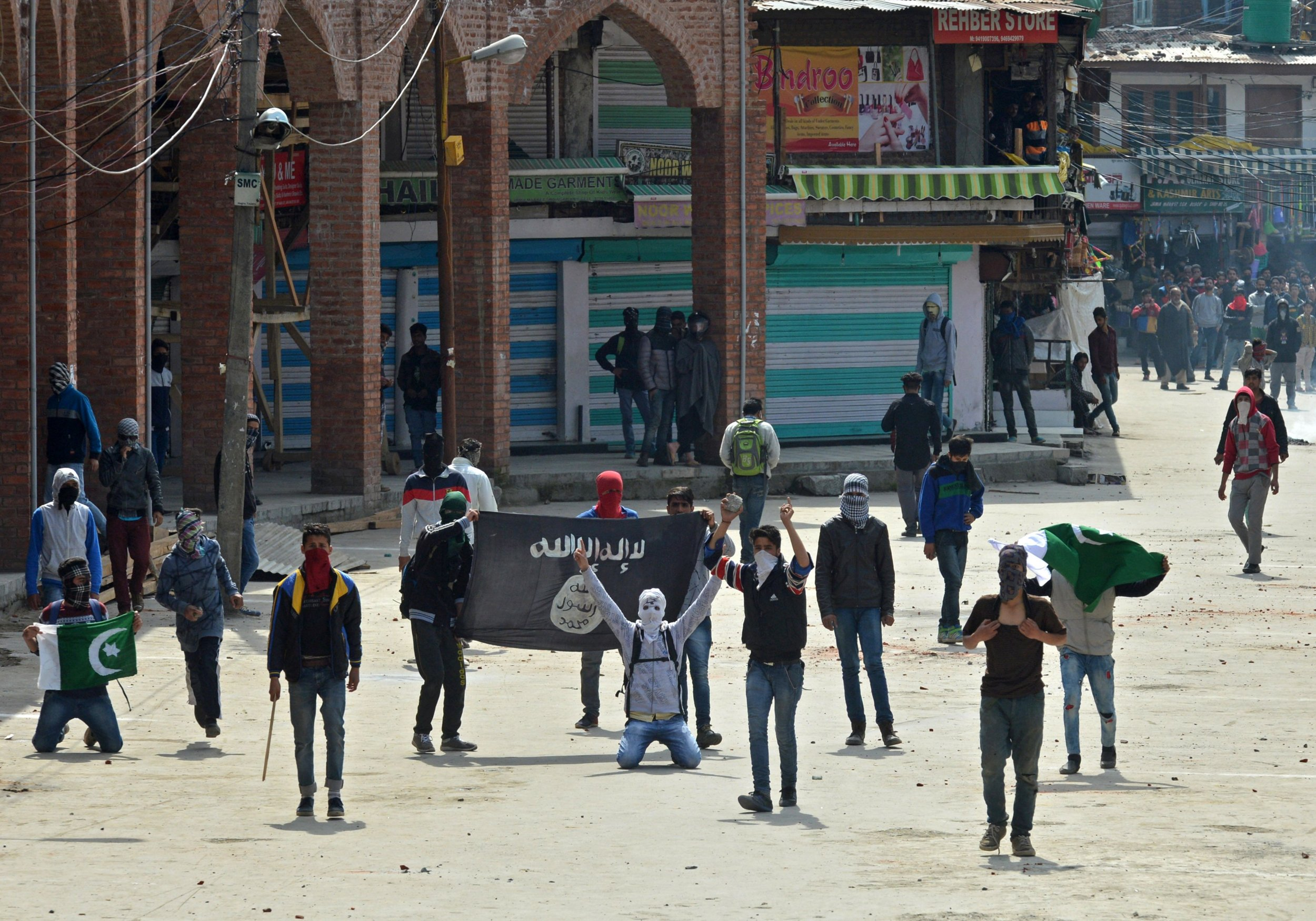 Kashmiri Muslims hold ISIS flags