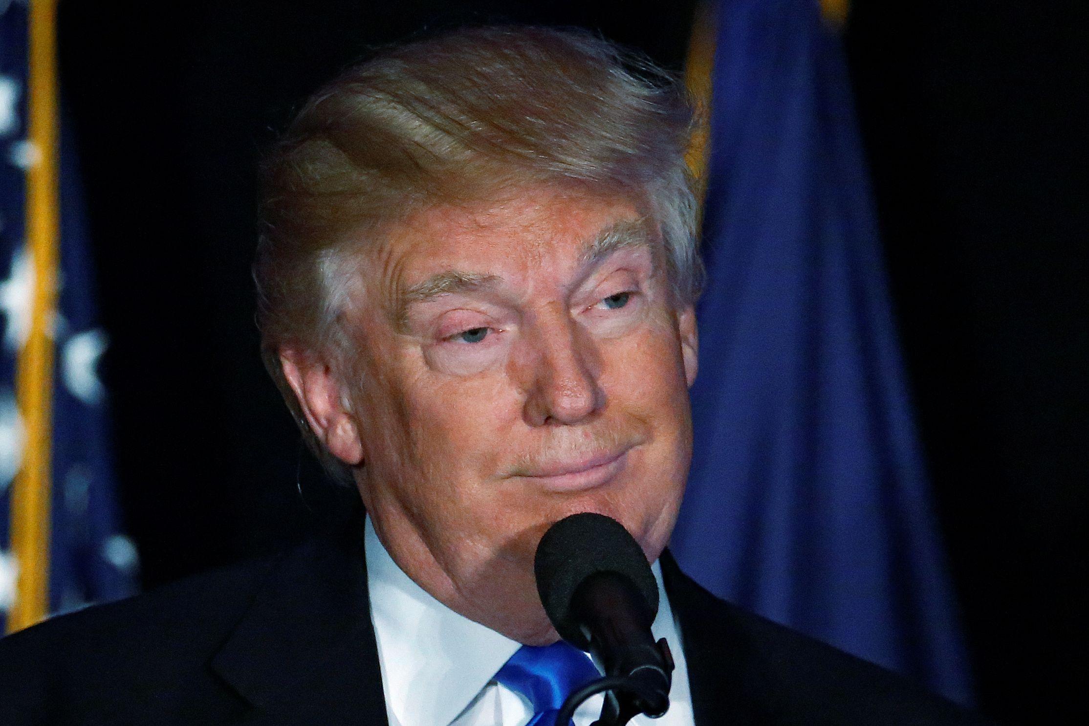 10_03_Trump_Dodger_01