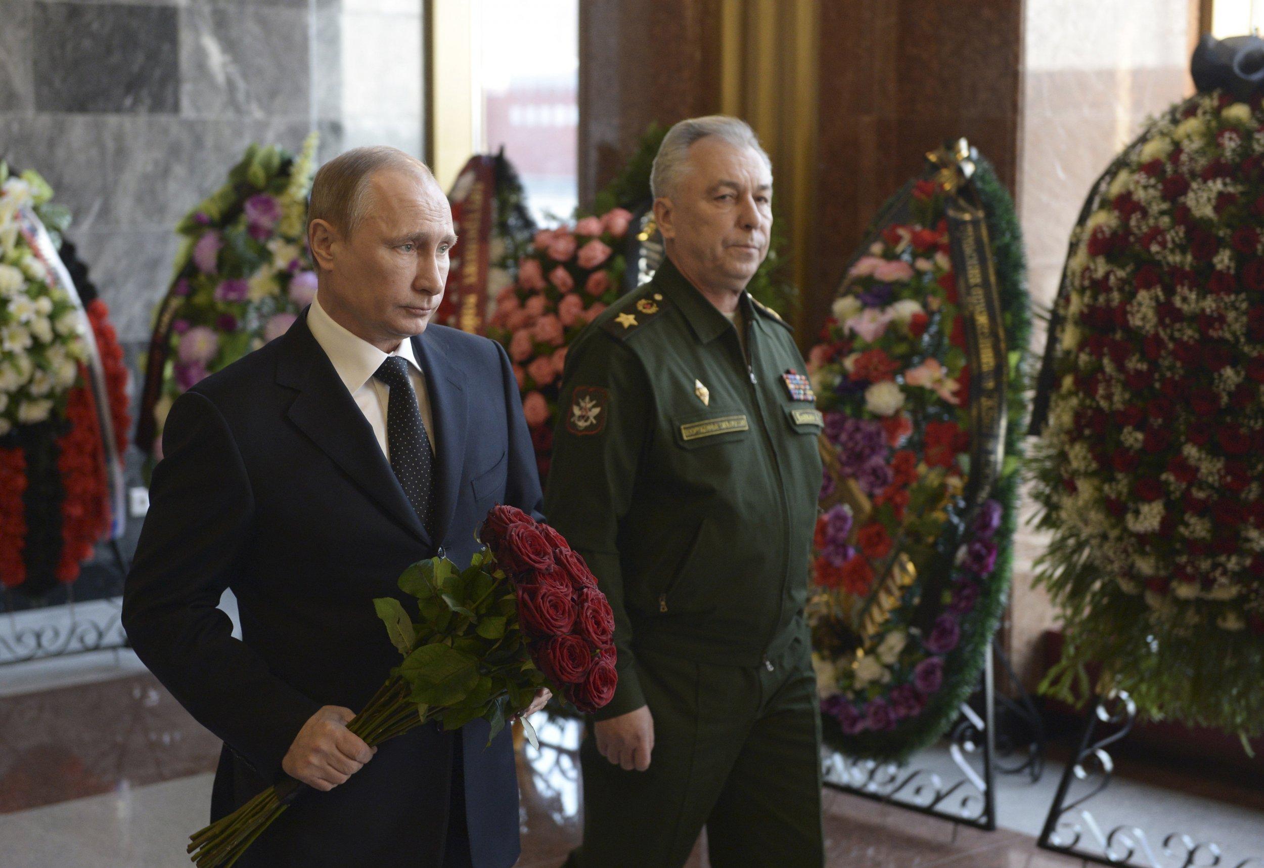 Putin at Kalashnikov's funeral