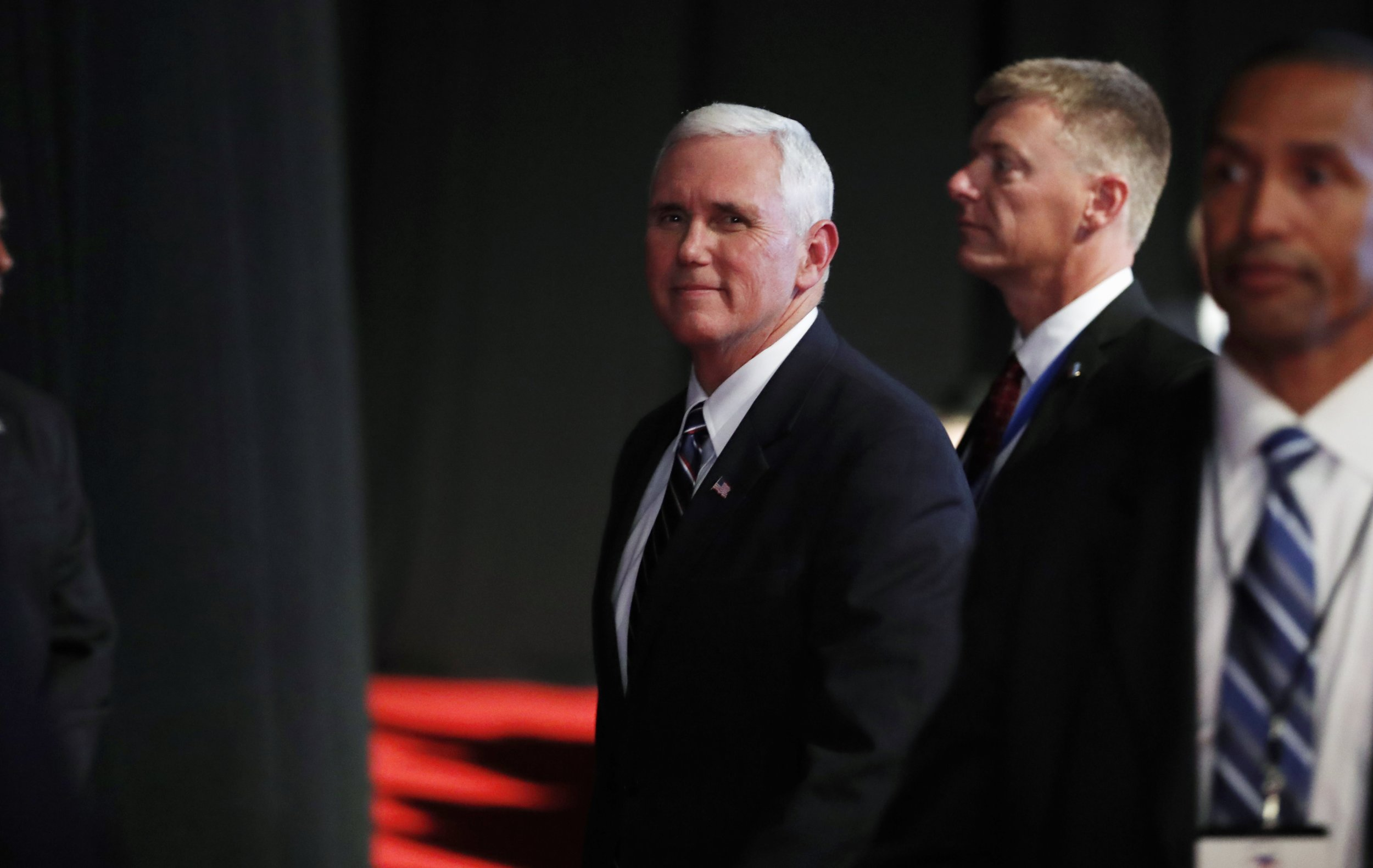 10_04_Mike_Pence_01