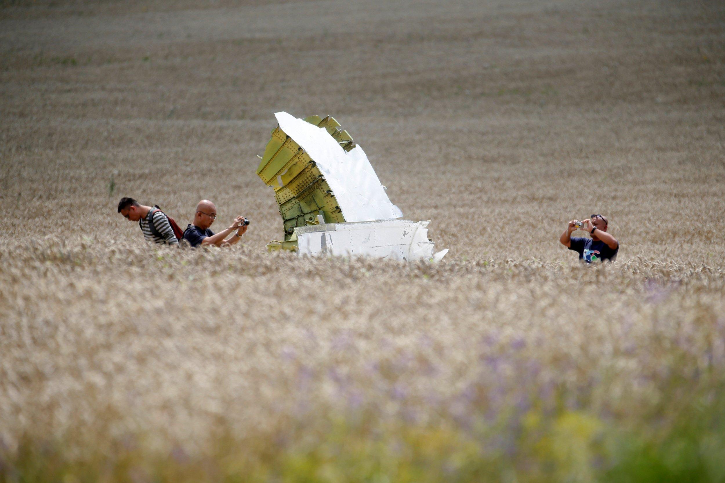 10_08_MH17_Plane_01