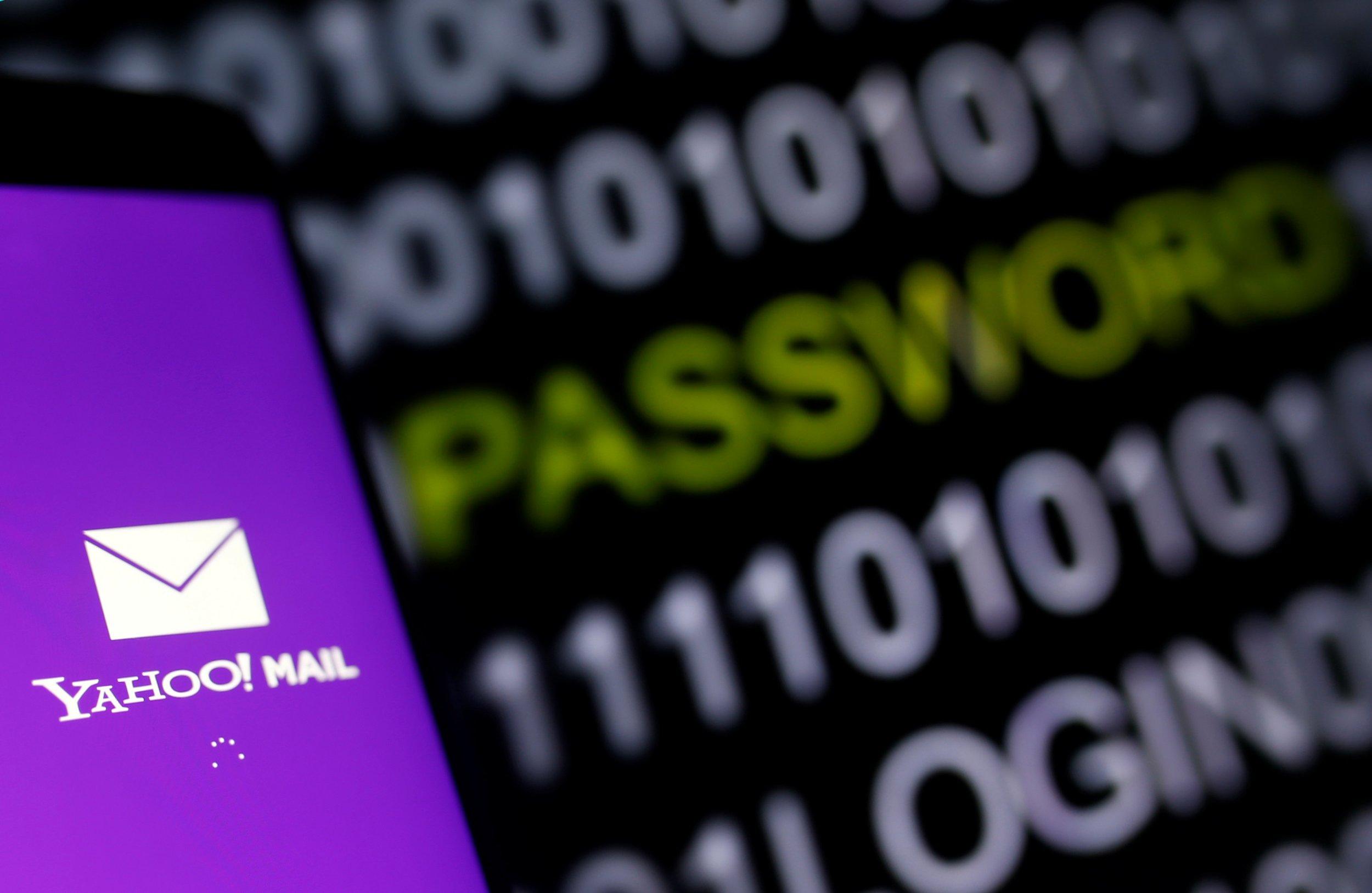 10_08_Yahoo_Surveillance_01