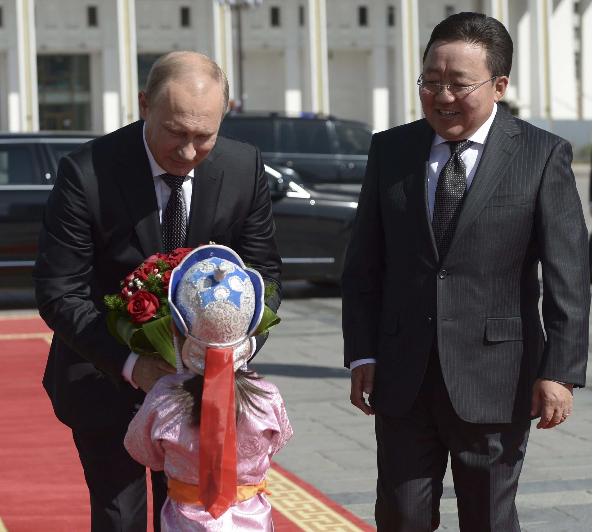 Putin receives flowers