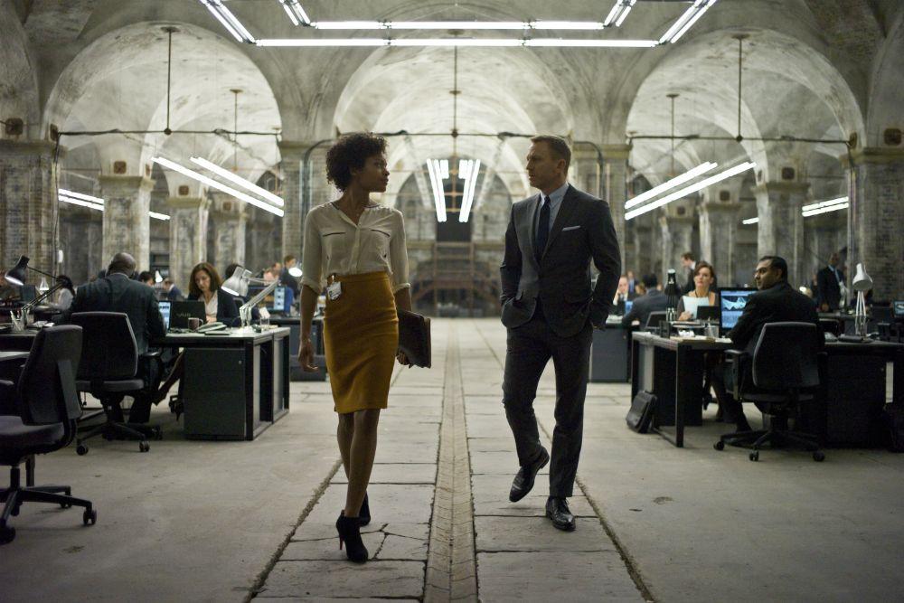 Naomie Harris and Daniel Craig in Spectre