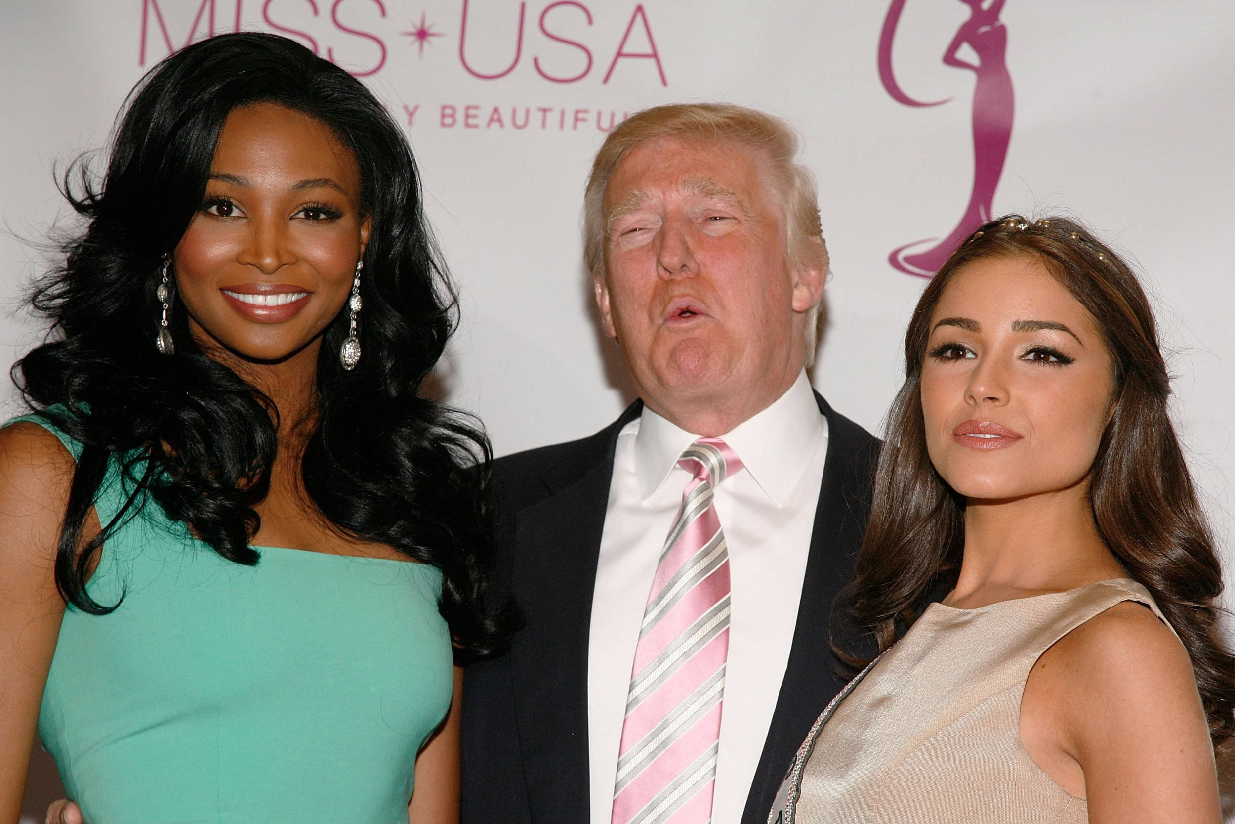 beauty queens claim donald trump came into pageant dressing rooms beauty queens claim donald trump came into pageant dressing rooms unannounced
