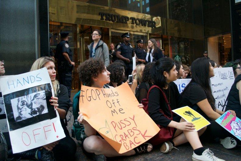 trump_protest_1018_01