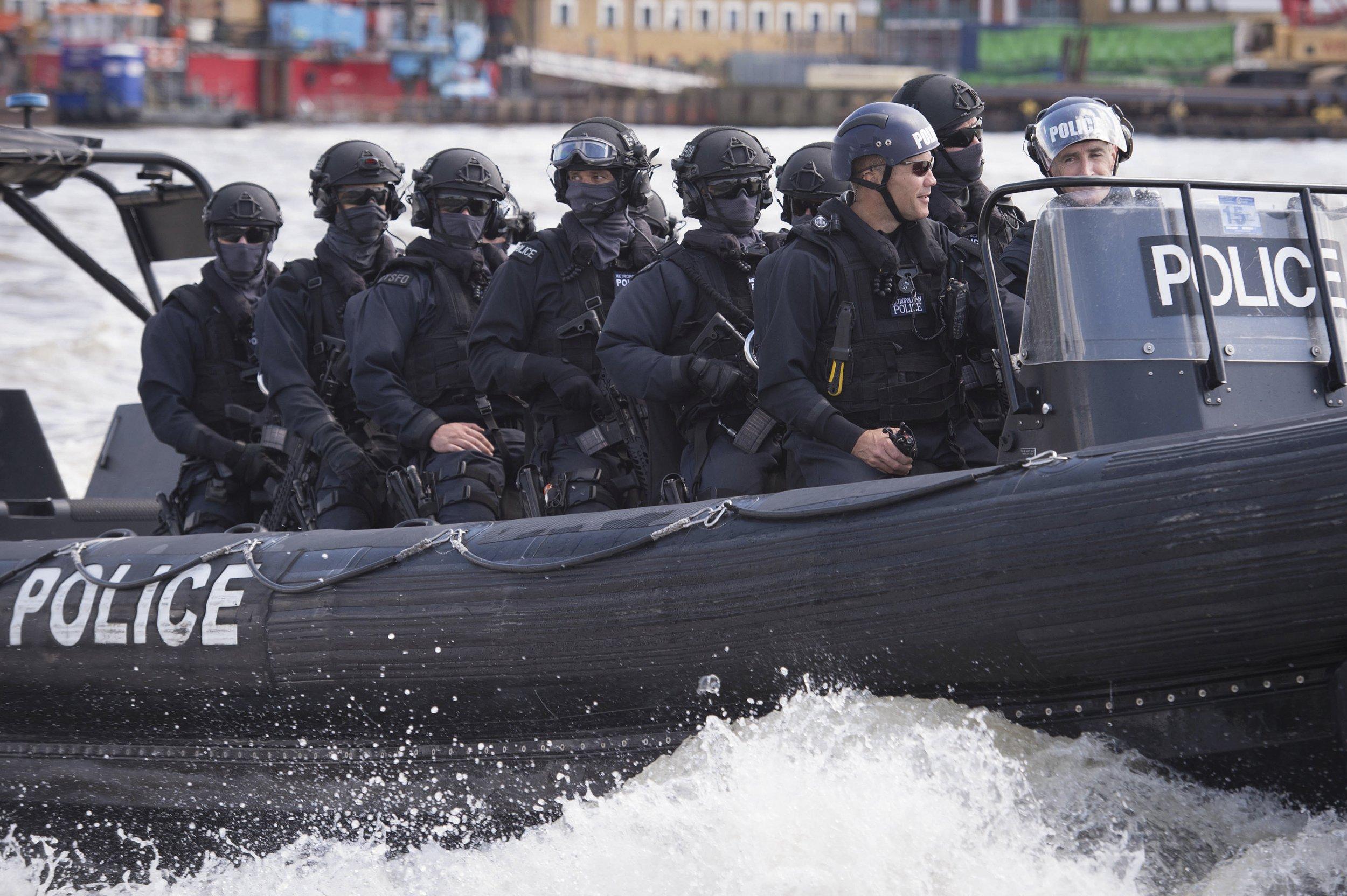 10_22_britishpolice_01