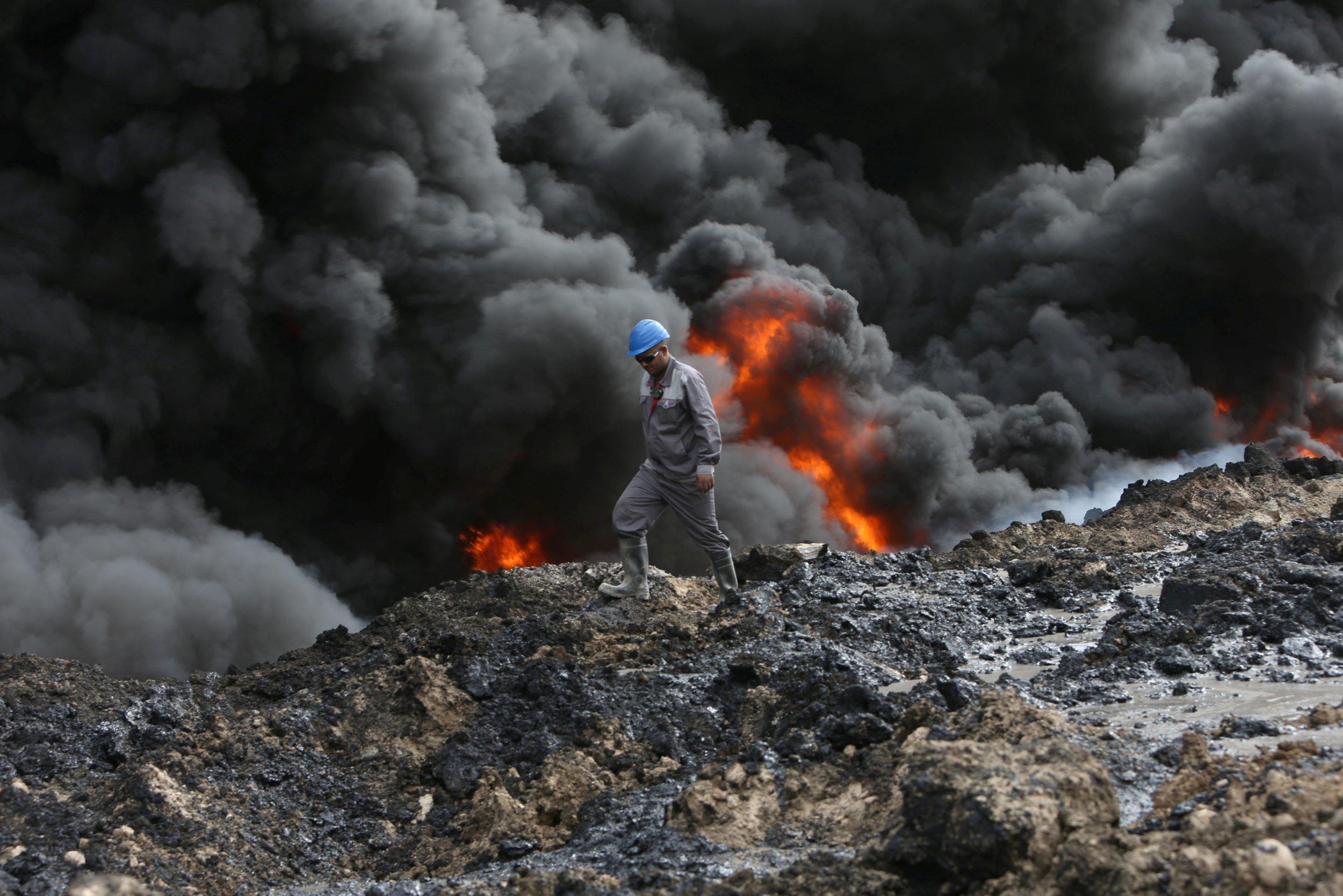 Oil well fire Iraq