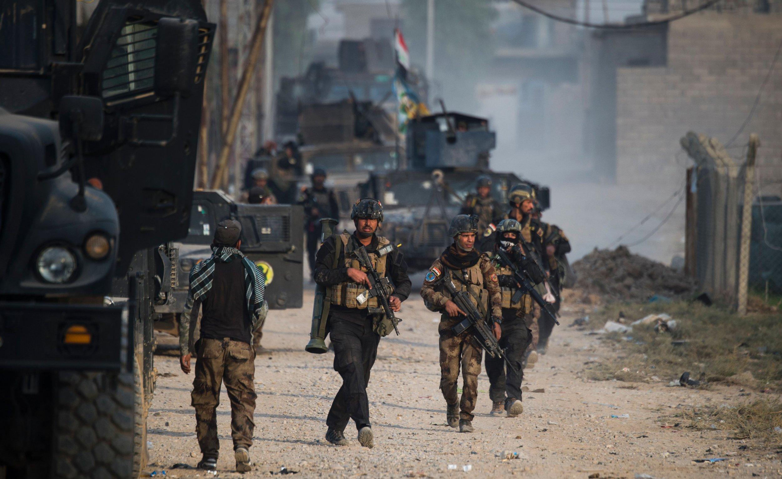 Iraqi soldiers battling in Mosul