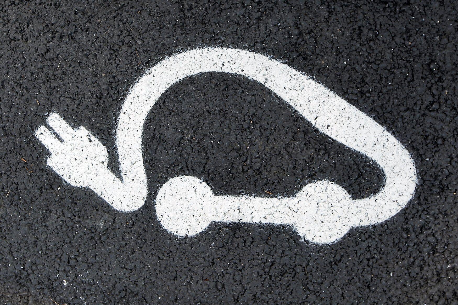 electric car noise silent tesla