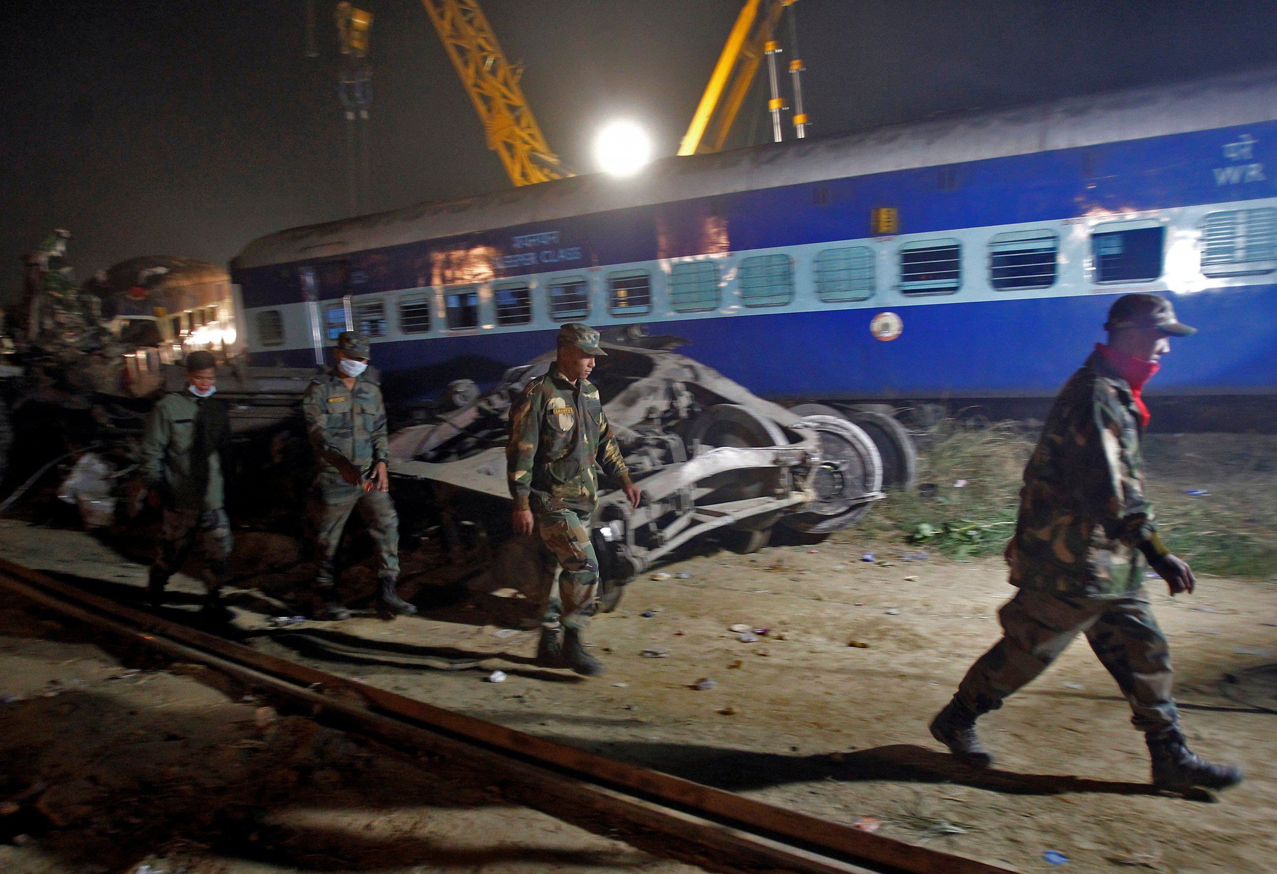 11_25_Crash_India_01