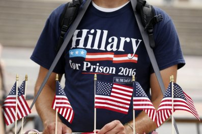 1122_Donald_Trump_Hillary_Clinton_prosecute_emails_01