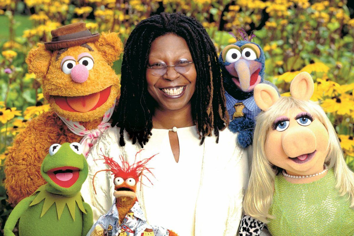 muppets movie whoopi goldberg on loving kermit and miss piggy