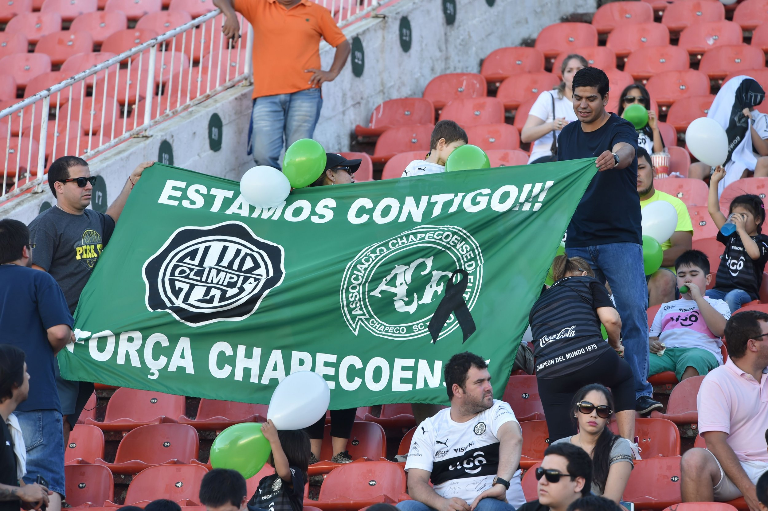 Paraguay's Olimpia football club pays tribute to Chapecoense.