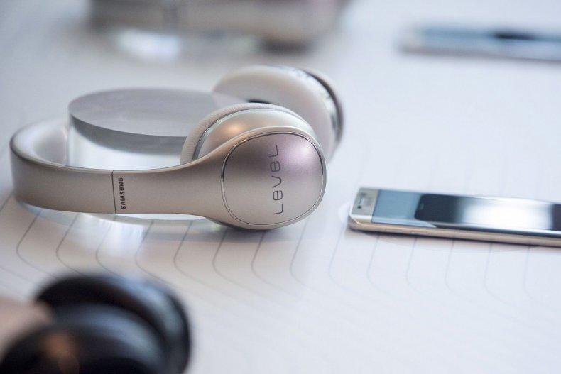 samsung headphone jack galaxy s8 apple
