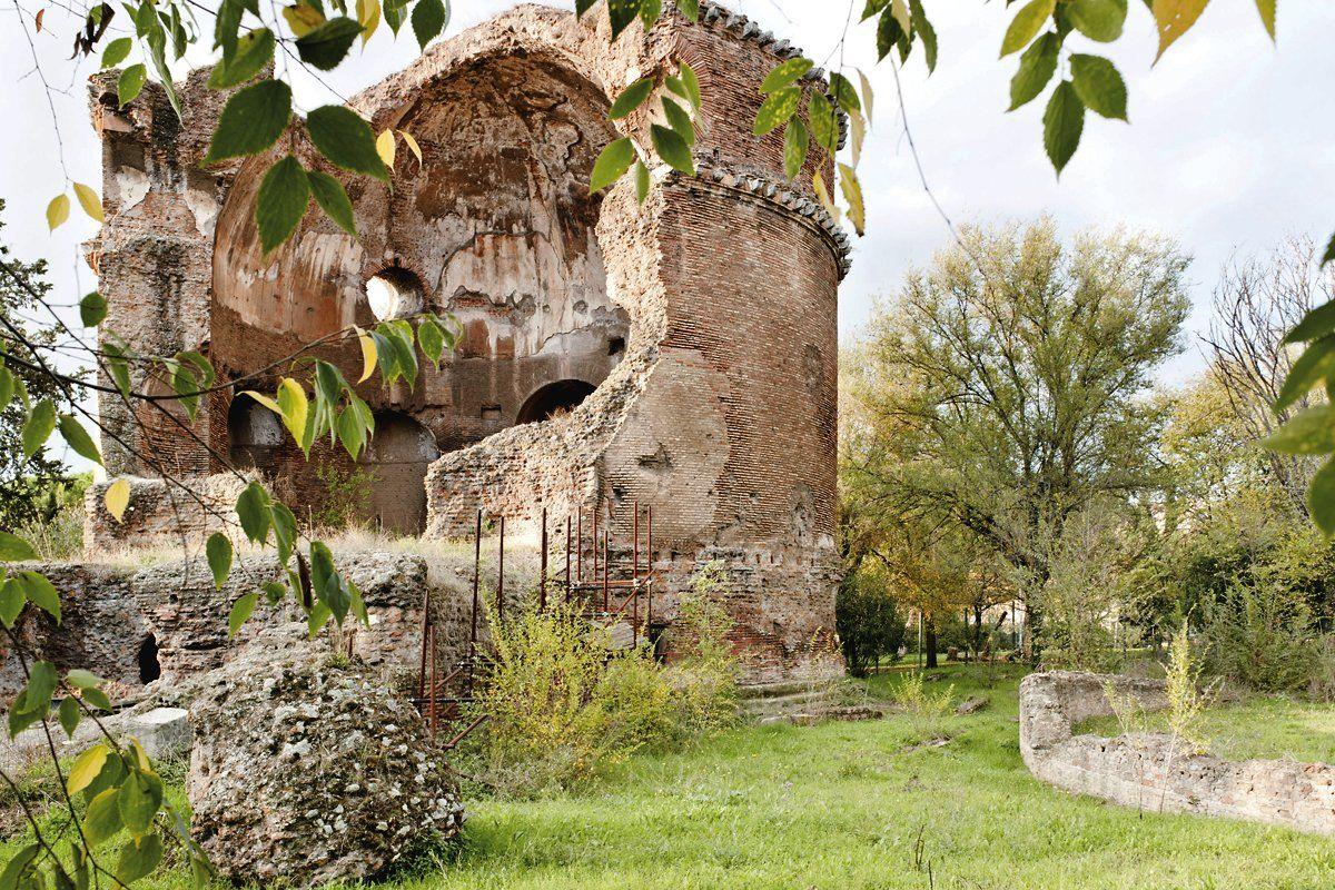 rome-empire-ruins-OVCO01