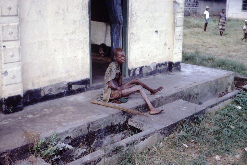 01_01_Starving_biafra_01
