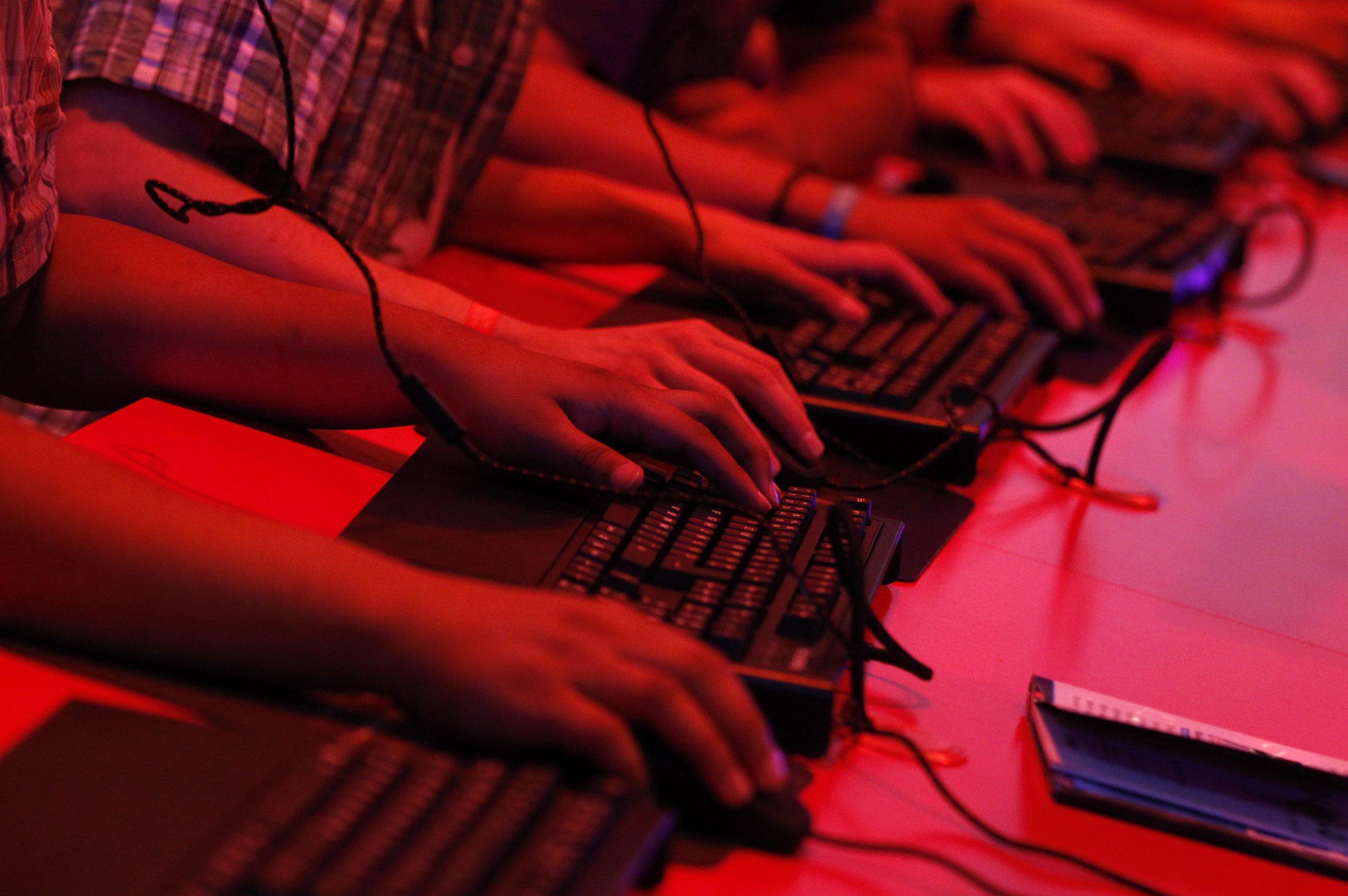 12_12_internet_work_01