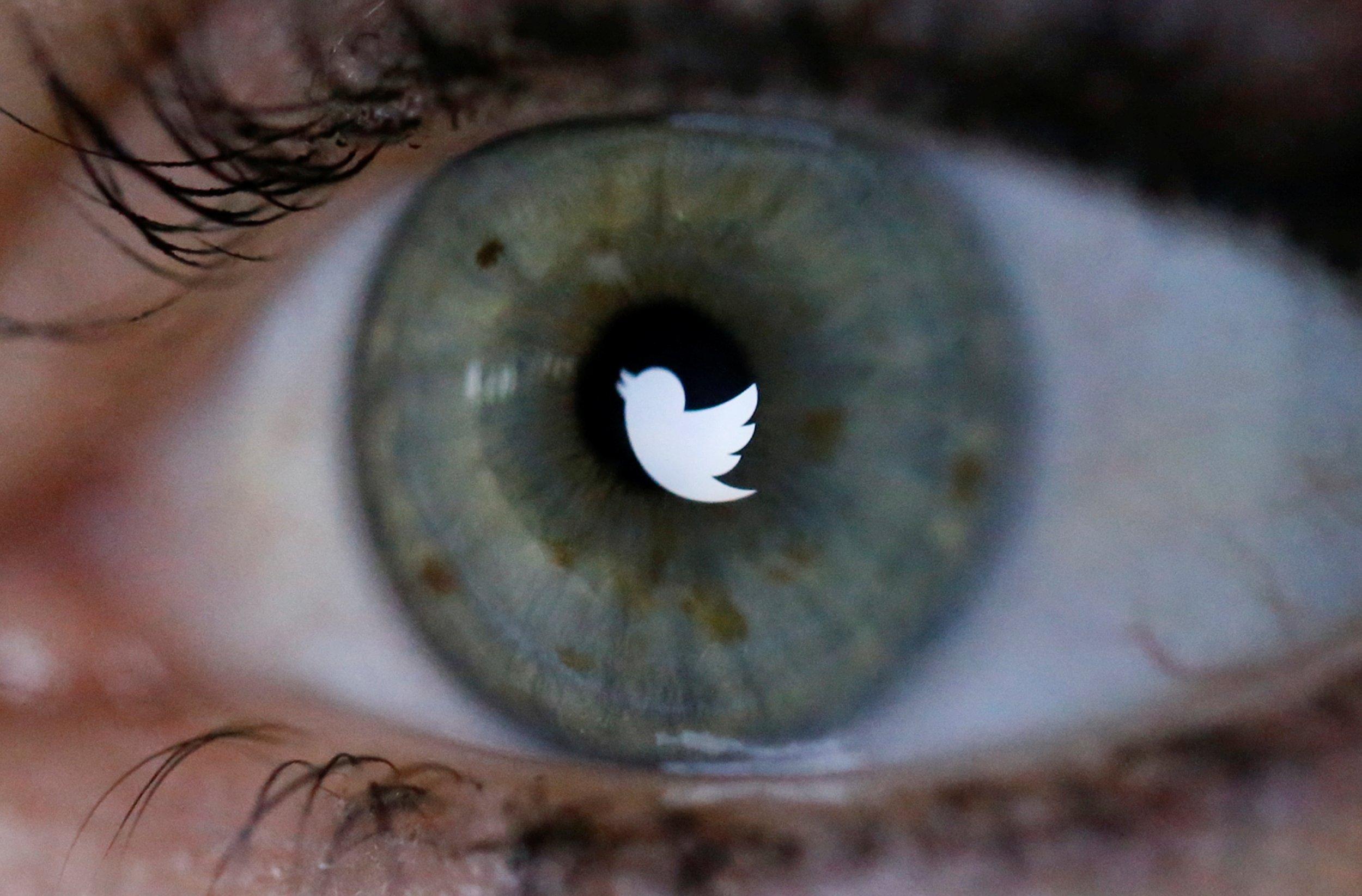 1220_twitter_logo_eye_01