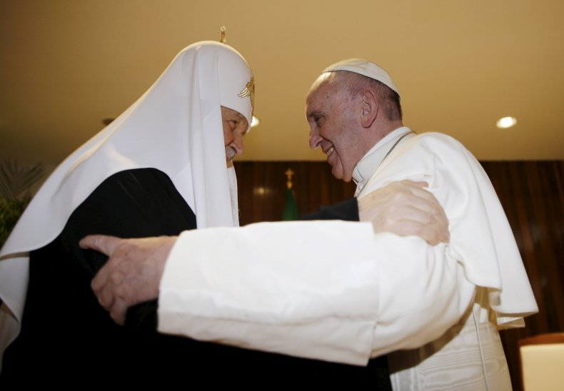 Russian Orthodox Patriarch Kirill (L) and Pope Francis