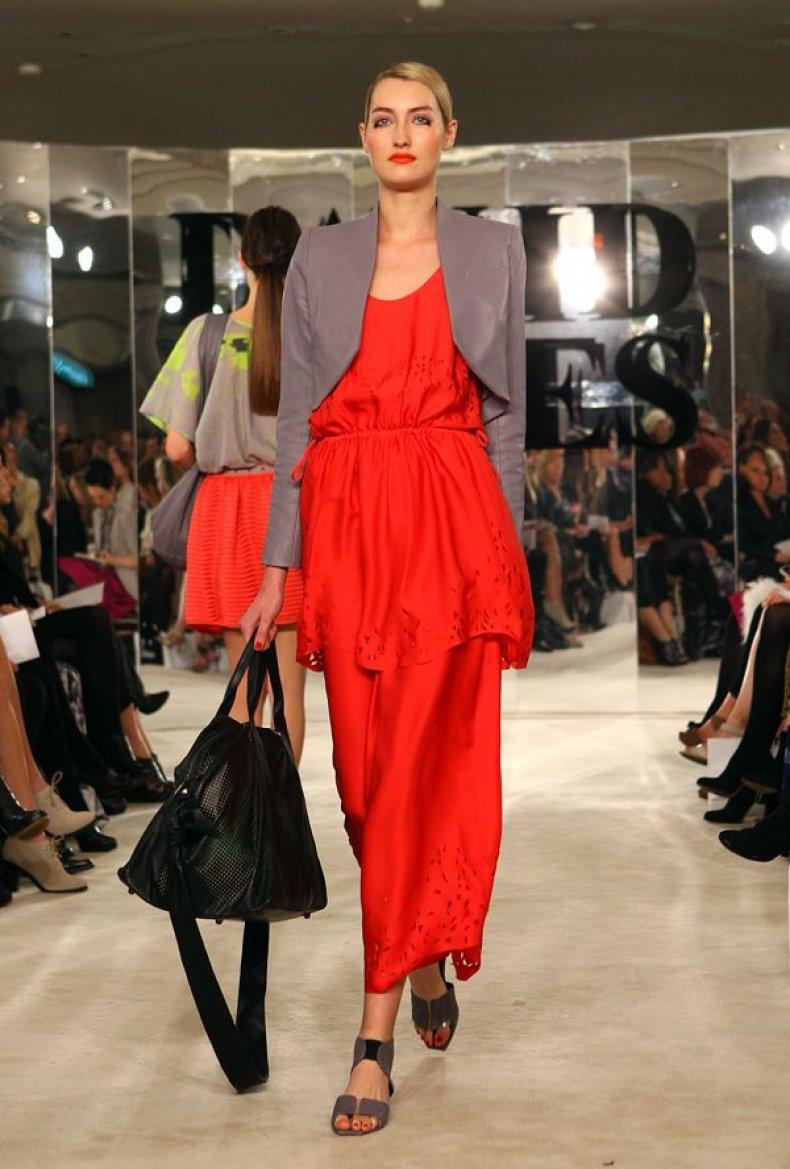 LIST-fe02-wear-red
