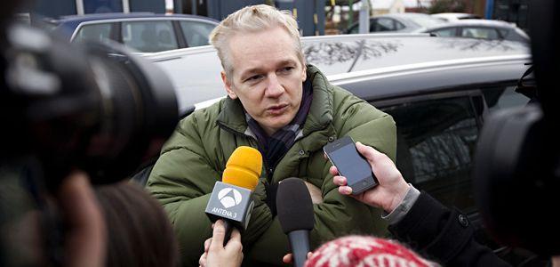 assange-journalists-wide.jpg