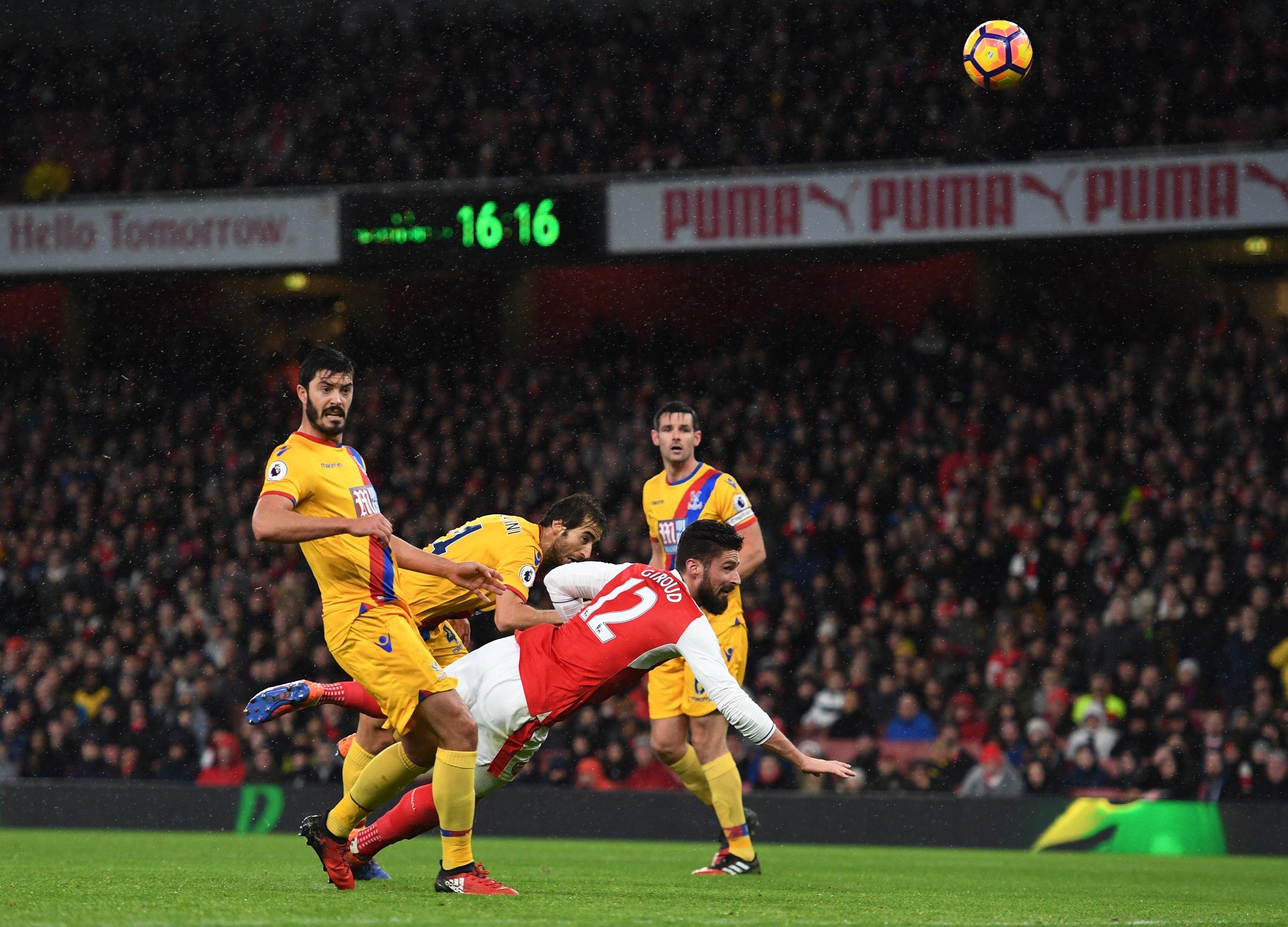 Olivier Giroud, center, opened the scoring for Arsenal.
