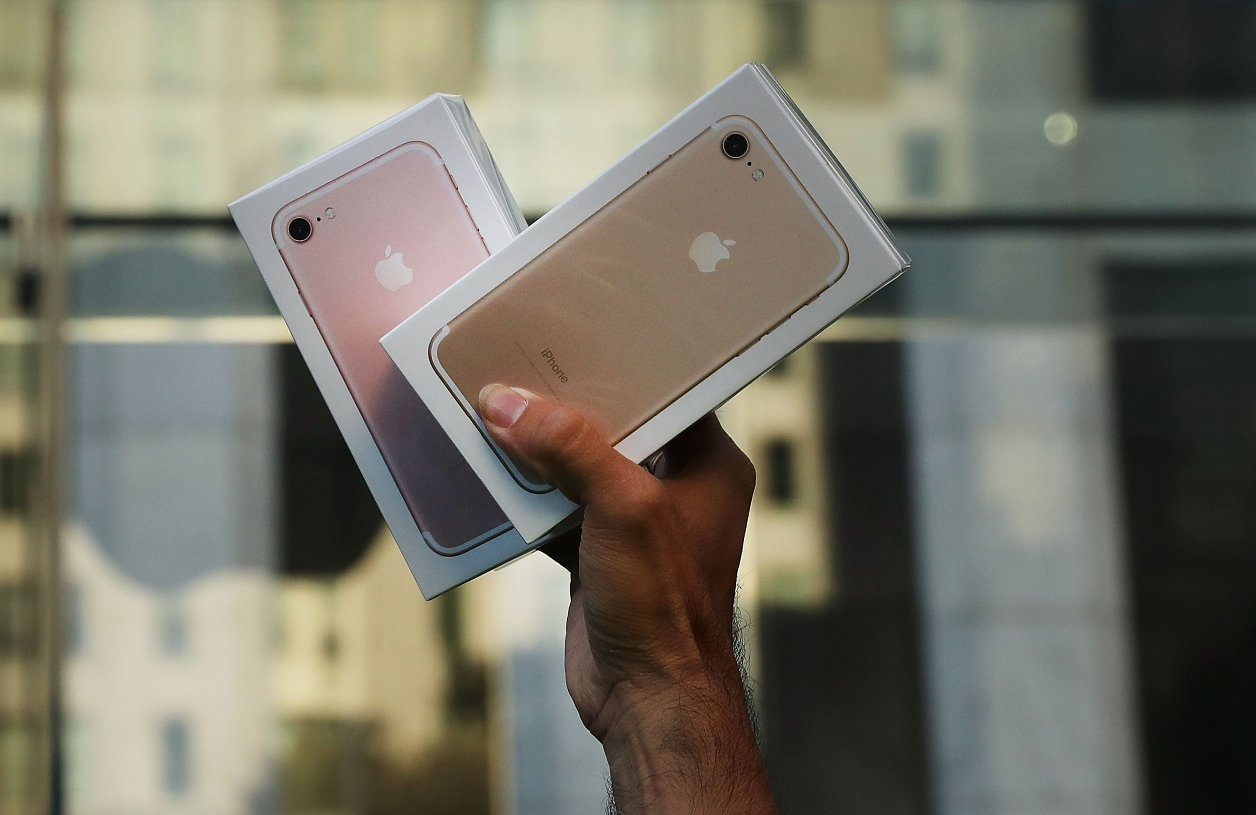 Poor iPhone 7 Sales Cause Apple to Cut Production by 10 Percent