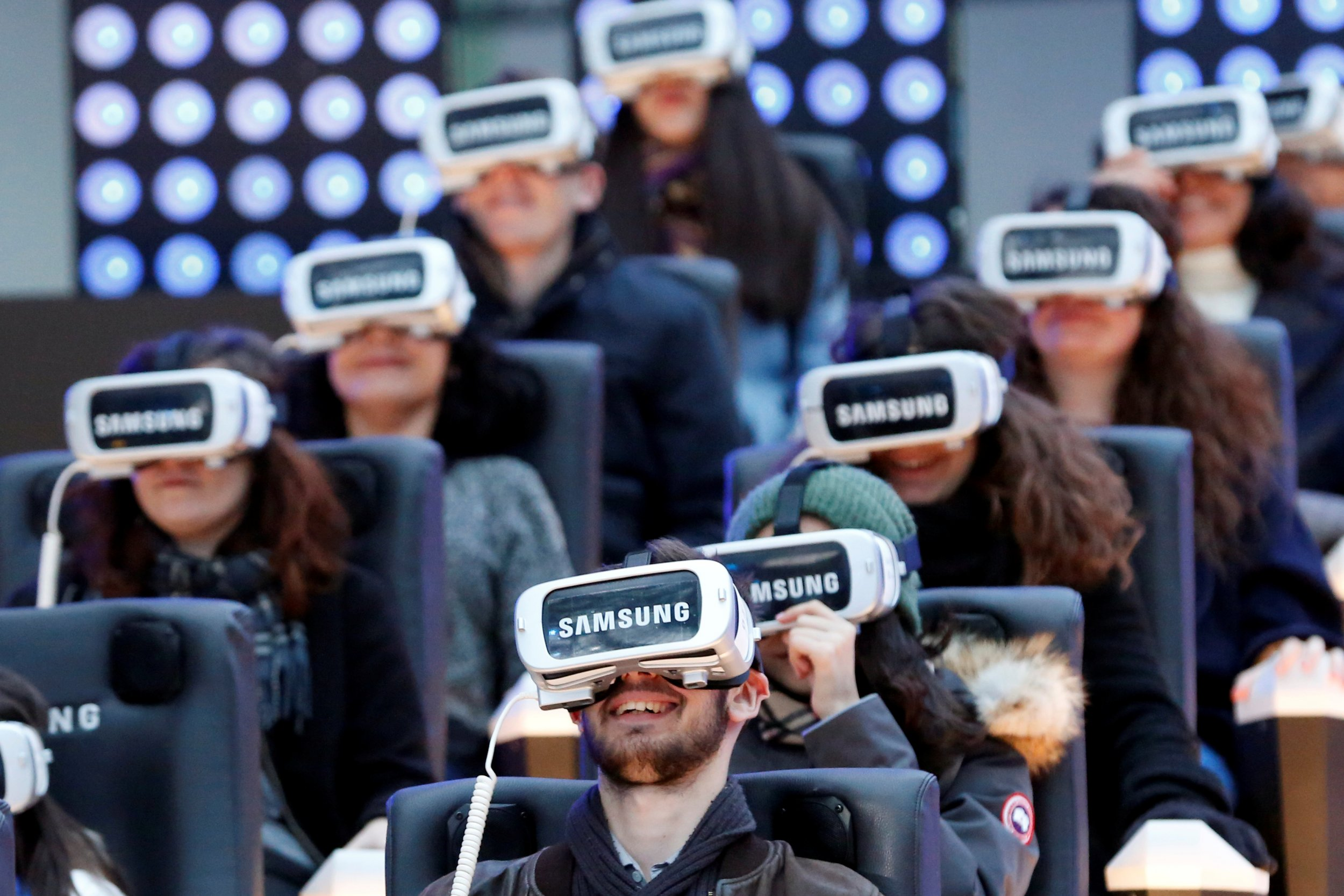 Digital Trends Why 2017 Will Be Shaped By Vr Ar Ai And