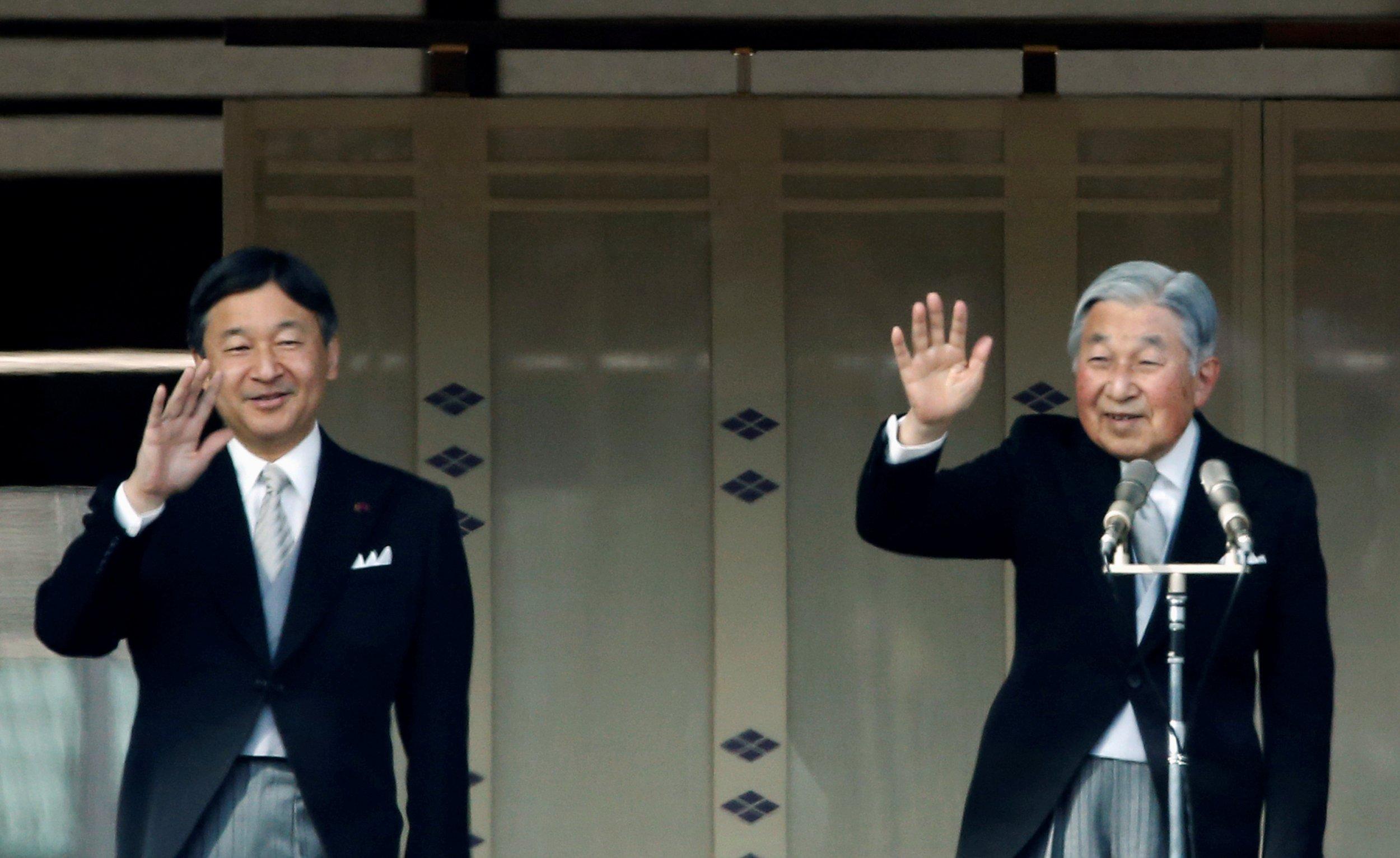 Emperor Akhito (R) and Crown Prince Naruhito