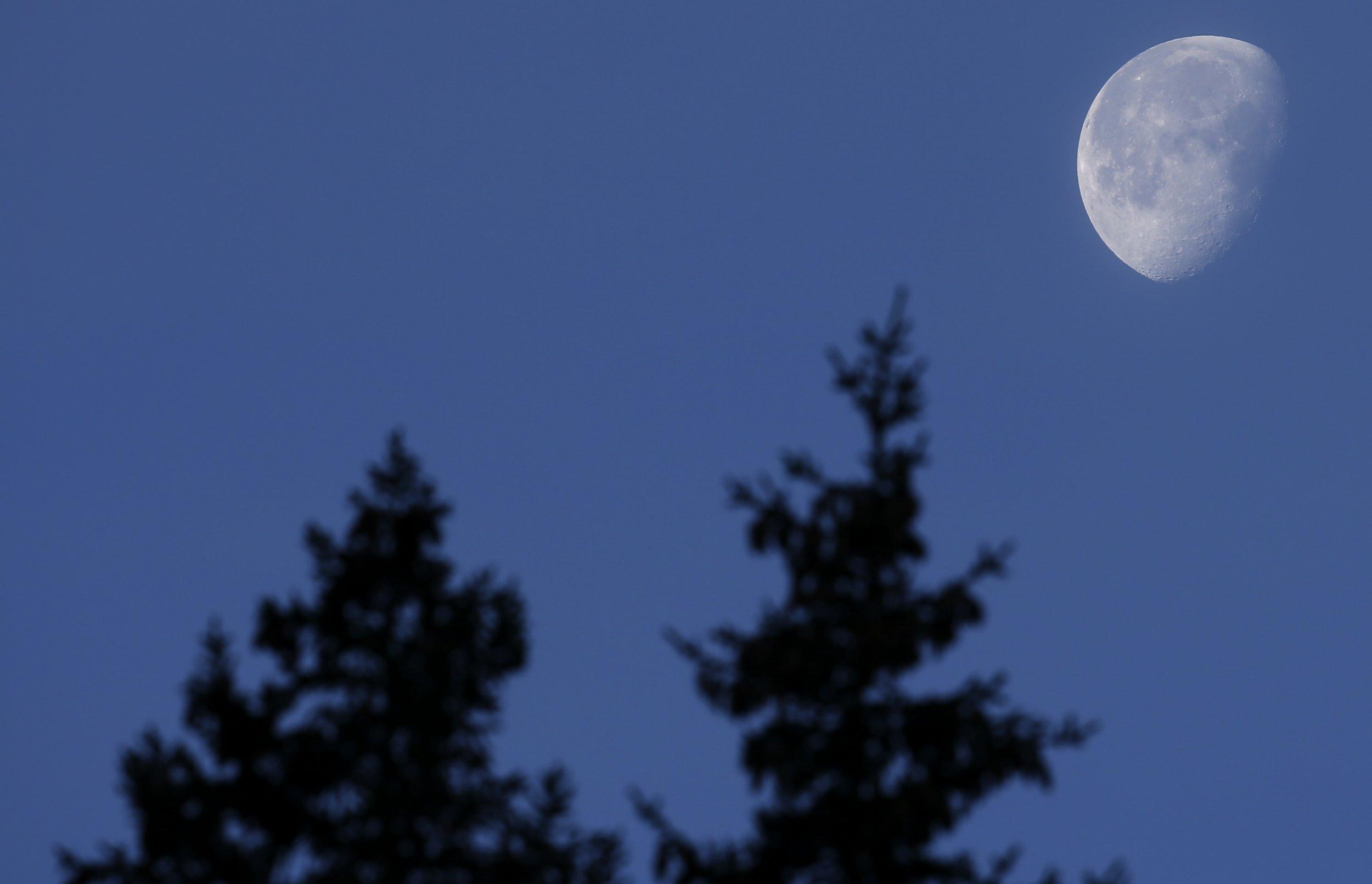 Moon seen from Italy