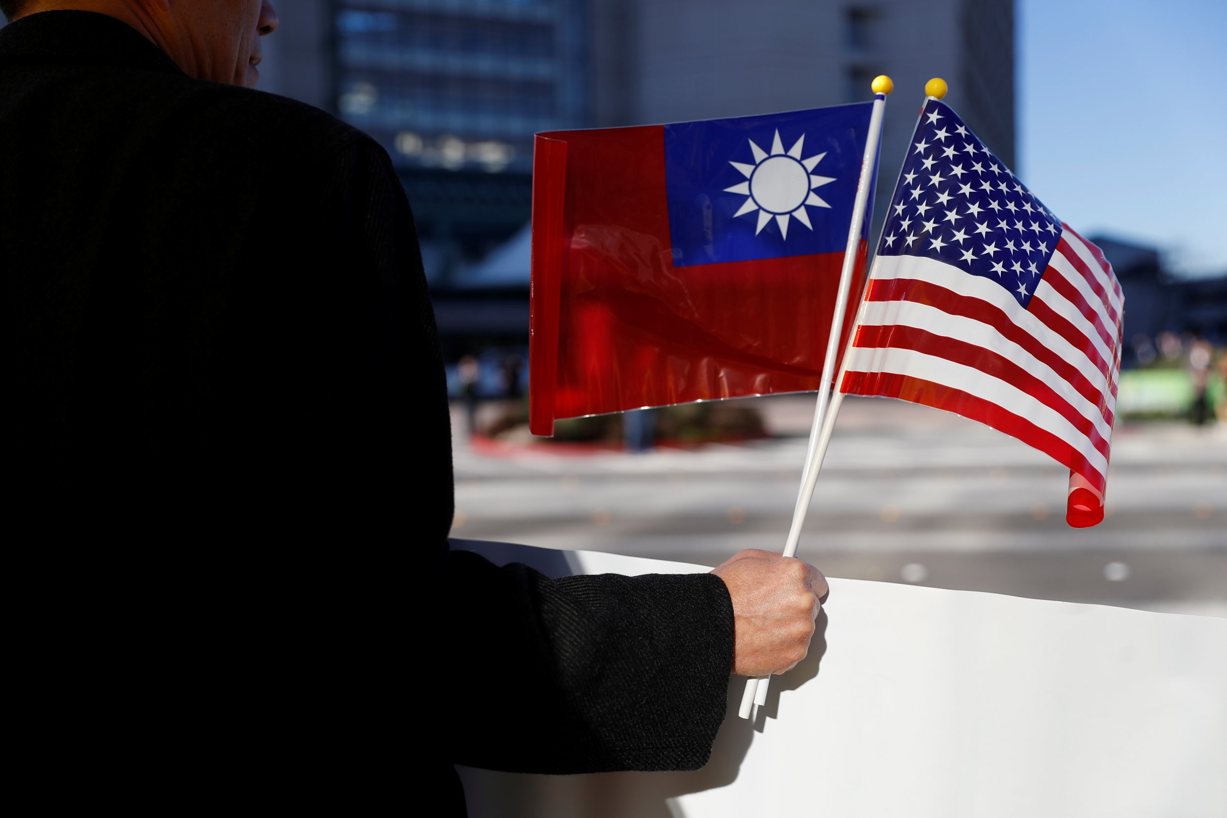 Taiwan/US flags