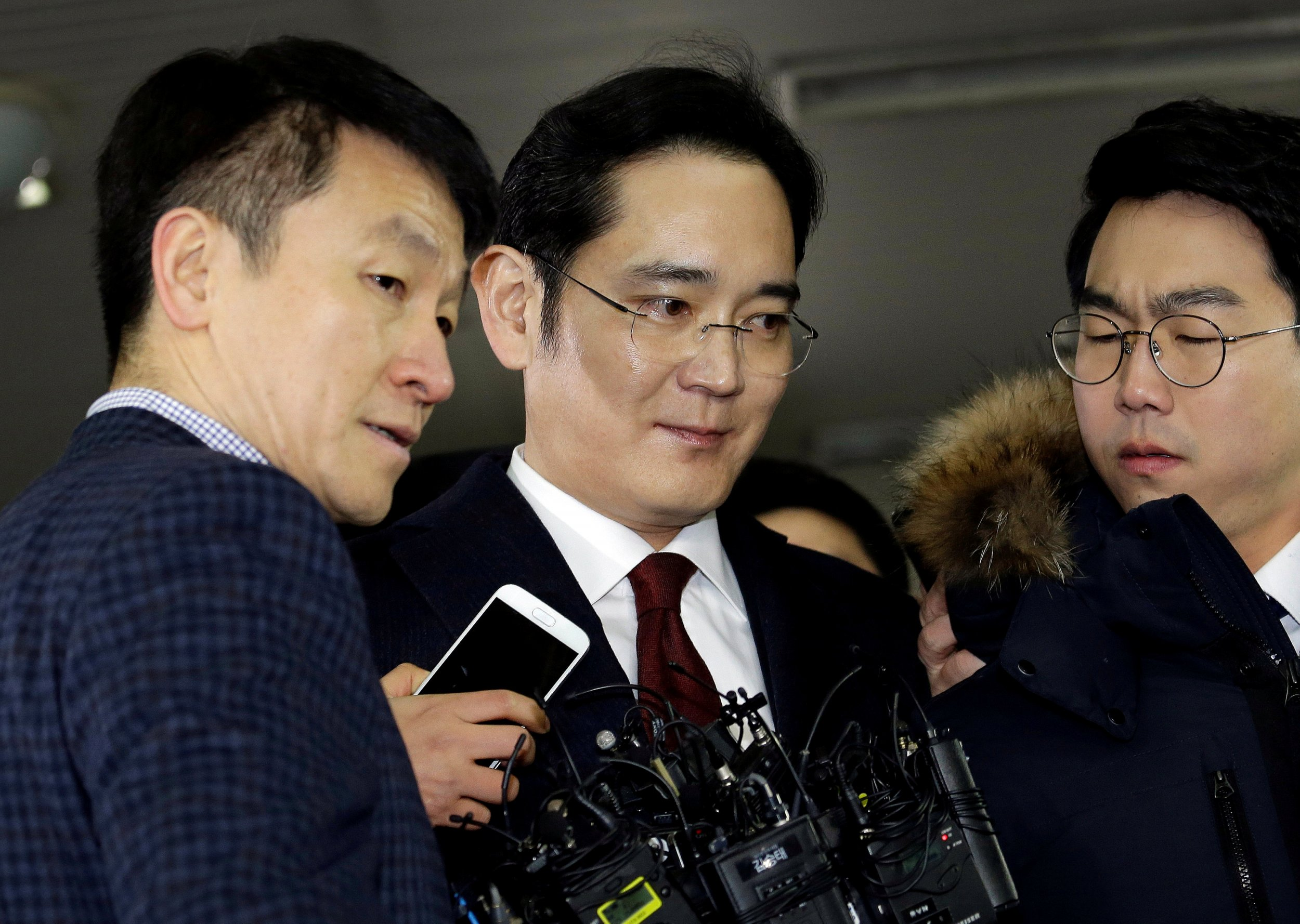 Samsung: Prosecutor's Decision to Charge CEO with Corruption Difficult to Understand
