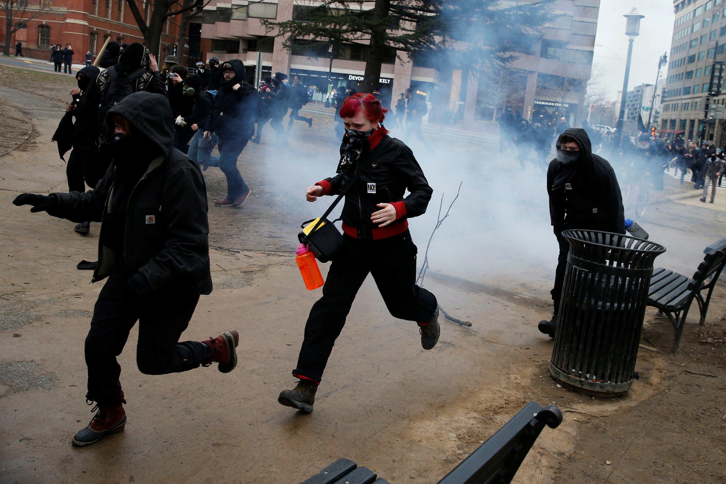 0120_trump_inauguration, demonstrators_01