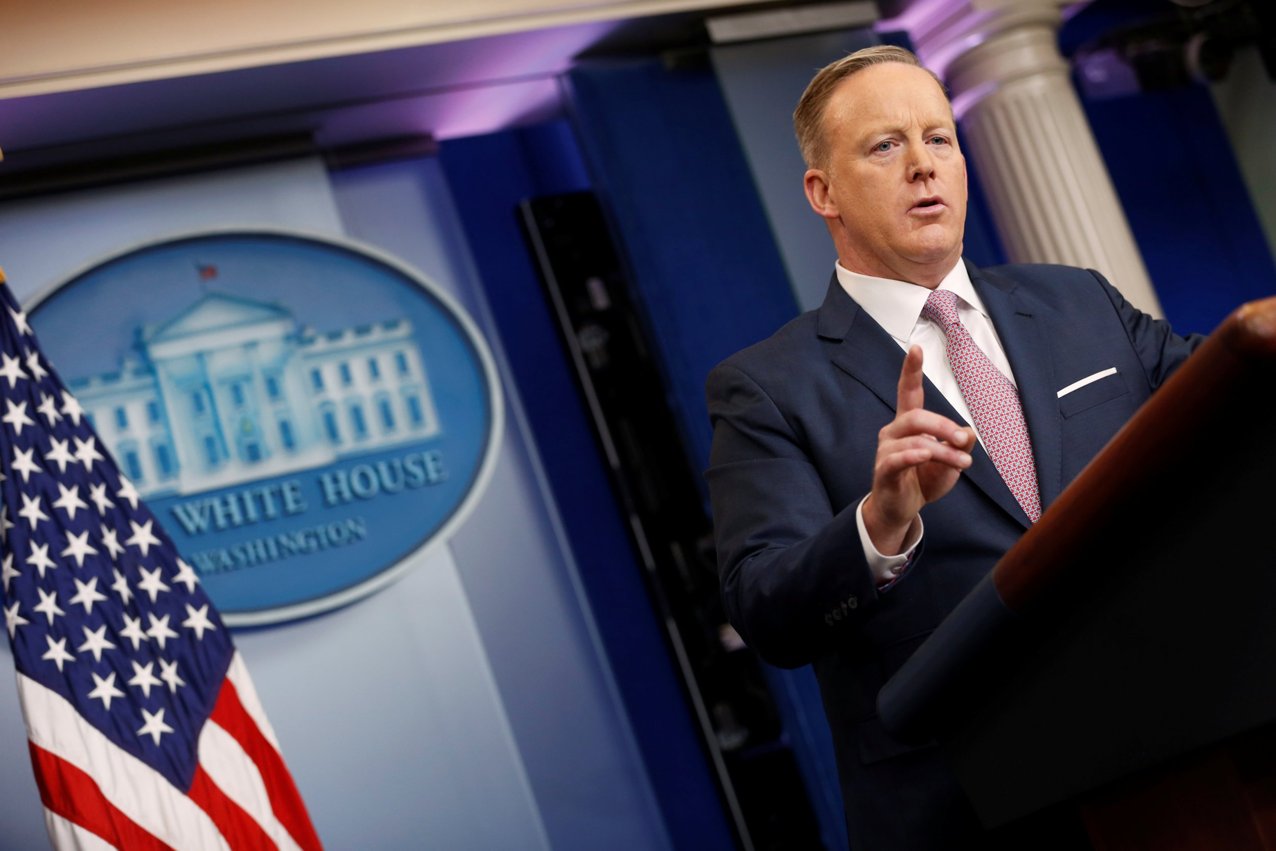 Sean Spicer resignation shows White House staff no longer loyal to Trump