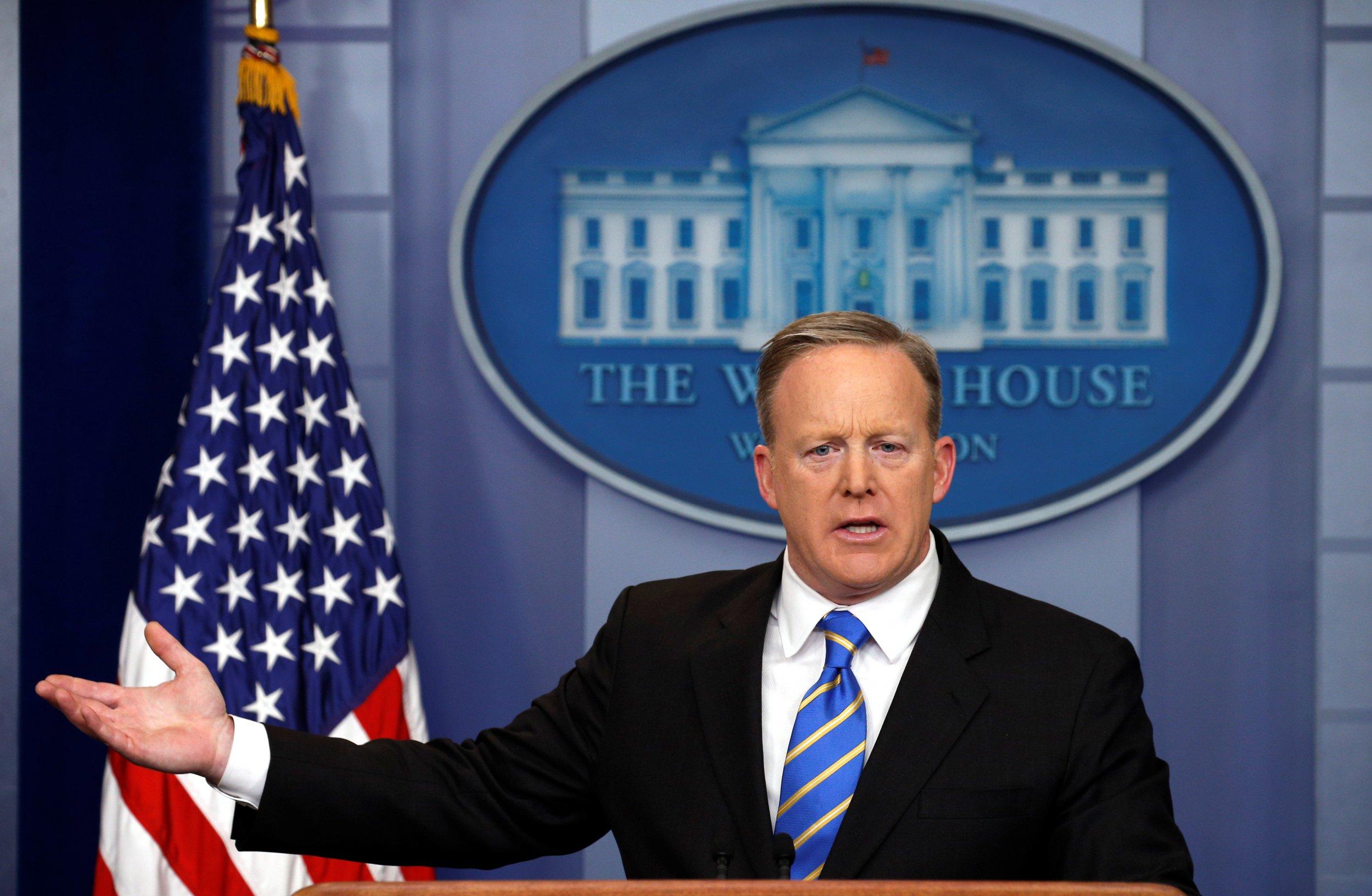 0124_Sean_Spicer_second_briefing_02