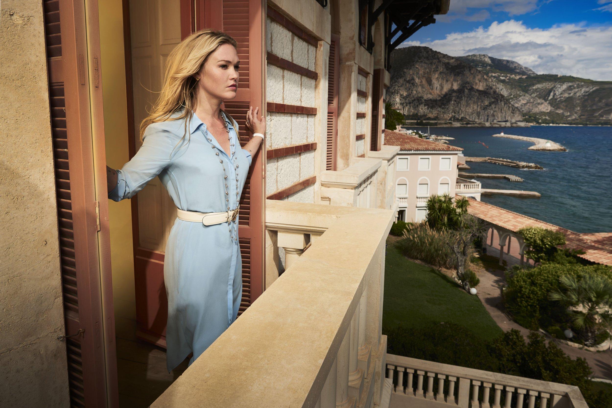 Riviera - Julia Stiles