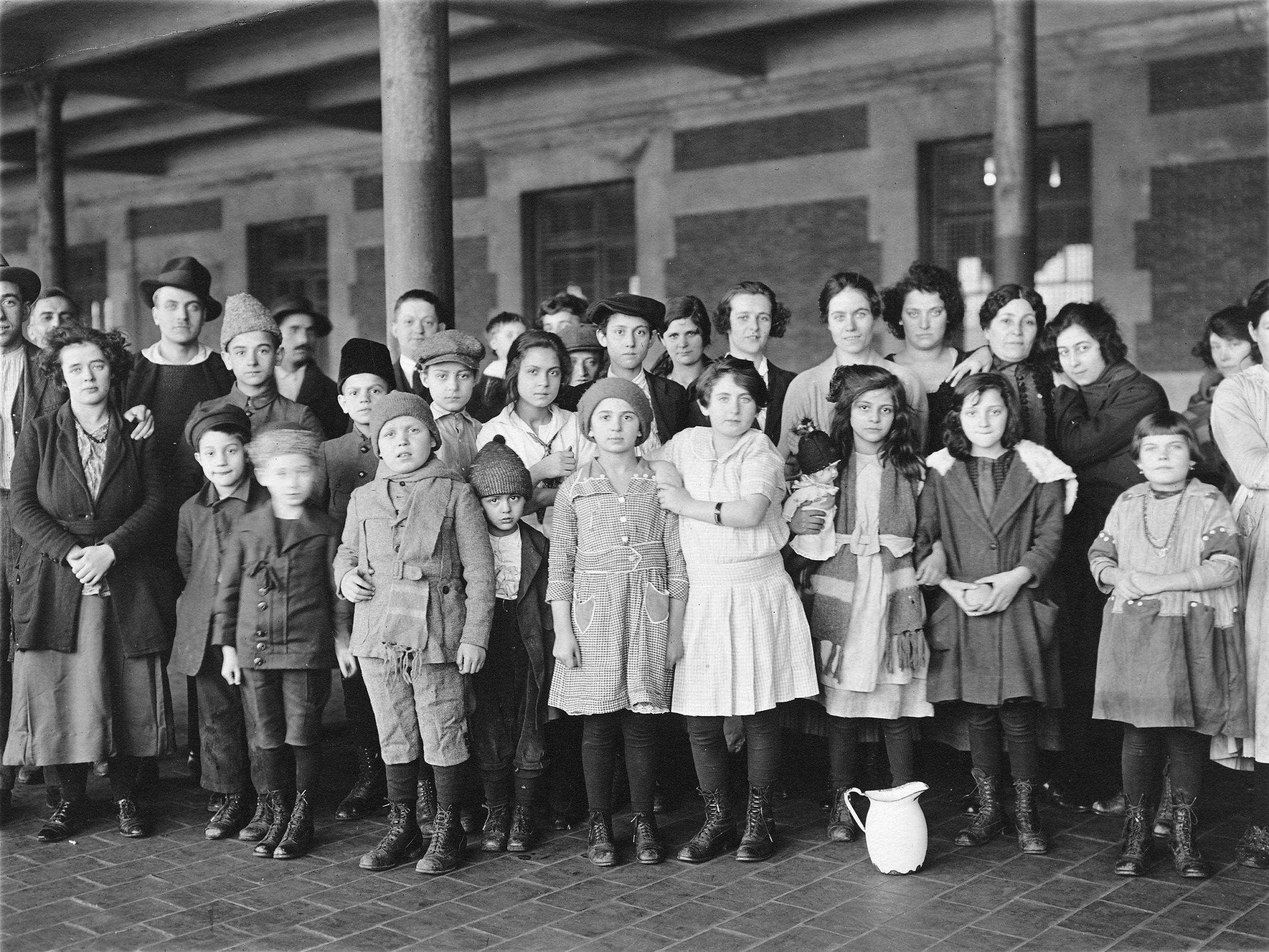 01_29_Immigrant_children_01