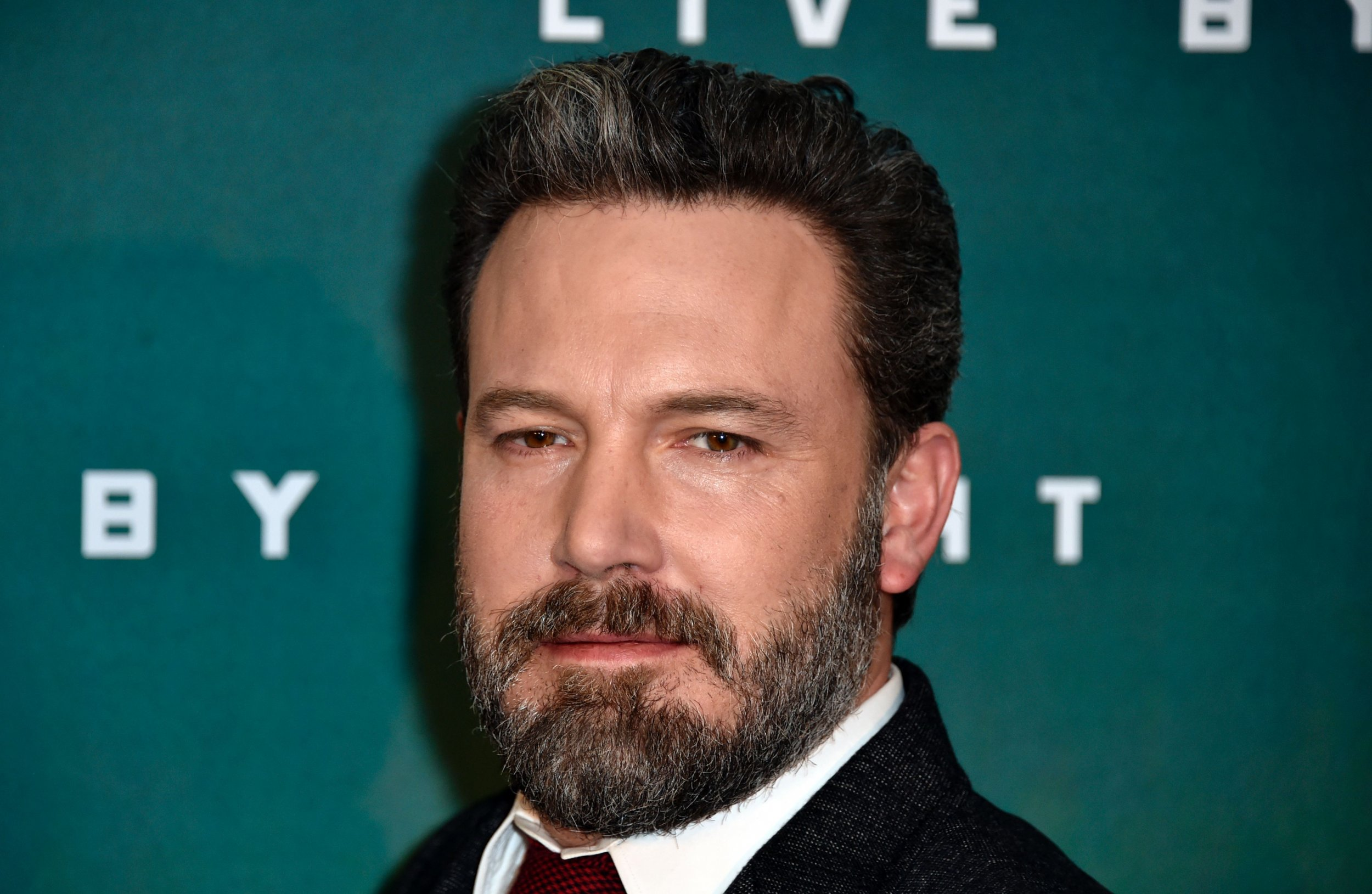 ben affleck stands down from directing batman standalone movie