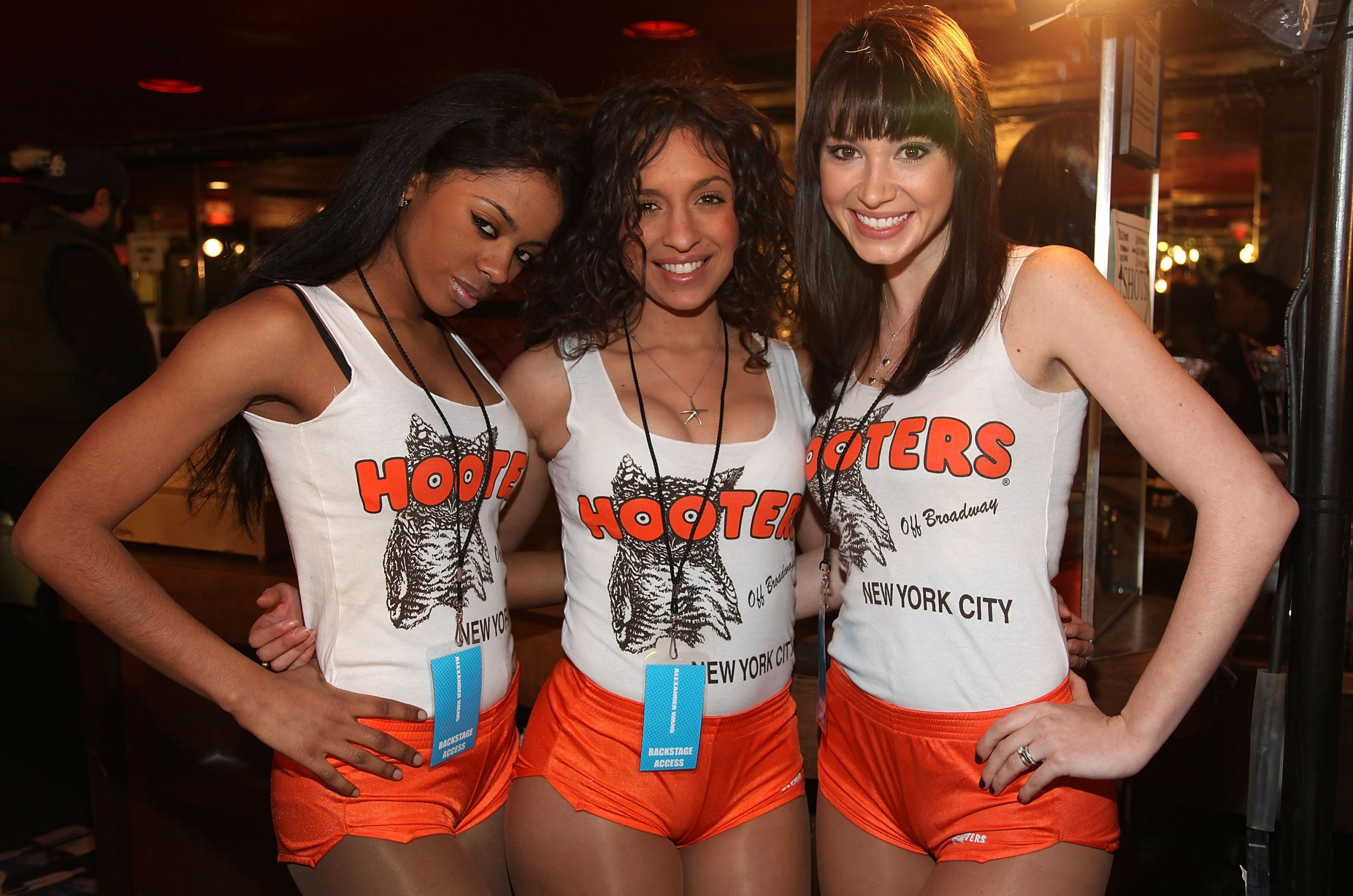 1bb394f542da4e Hooters Opens First Restaurant That Hires Men And Does Not Require ...