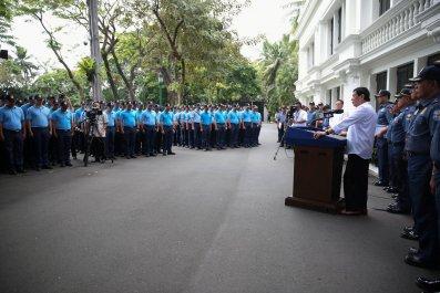 Duterte address rogue cops on live TV