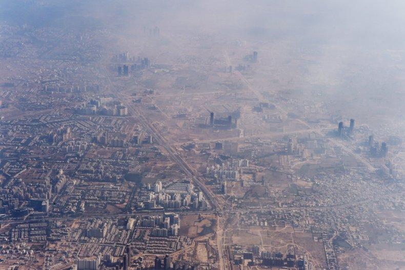 Smog envelopes Delhi