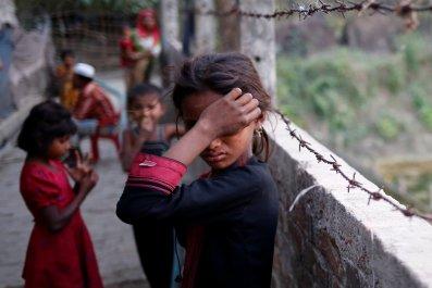 Rohingya girl cries