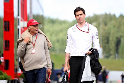 Niki Lauda (left) and Toto Wolff of Mercedes F1.