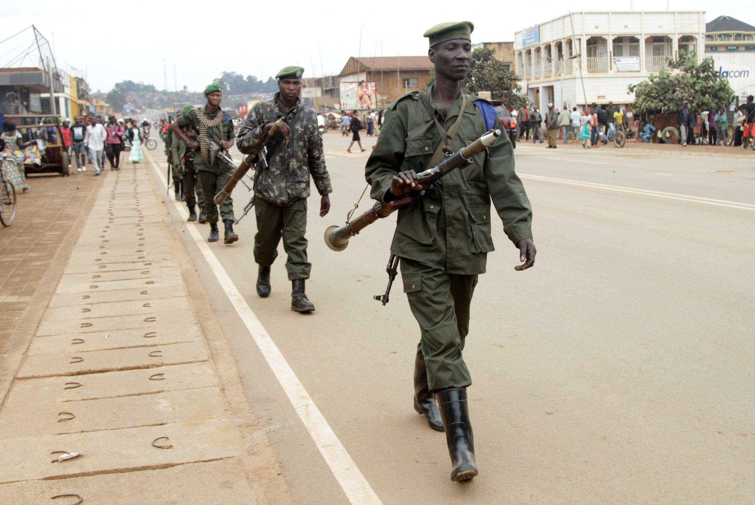 Congo soldiers patrol