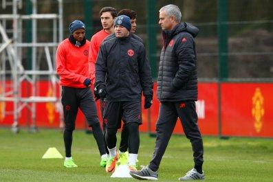 Manchester United striker Wayne Rooney, center.