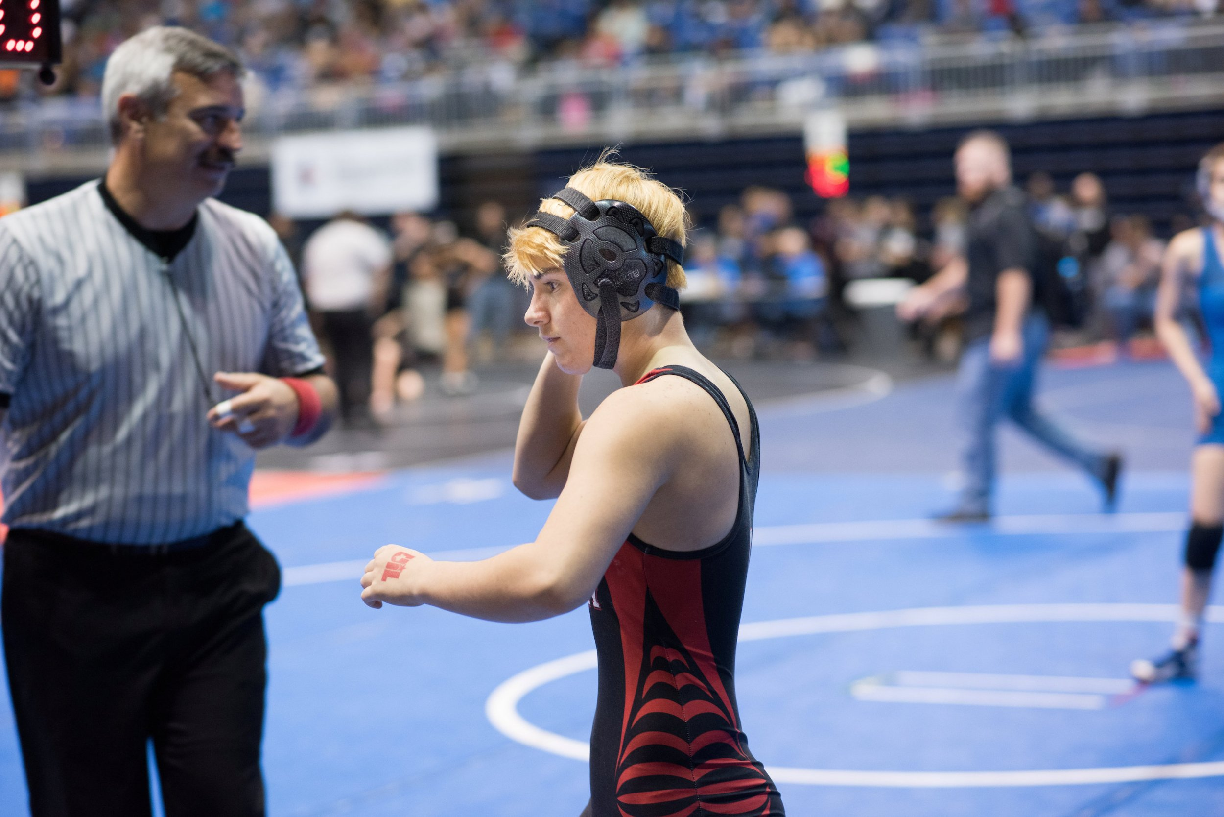 Transgender wrestler who identifies as male hears boos after ...