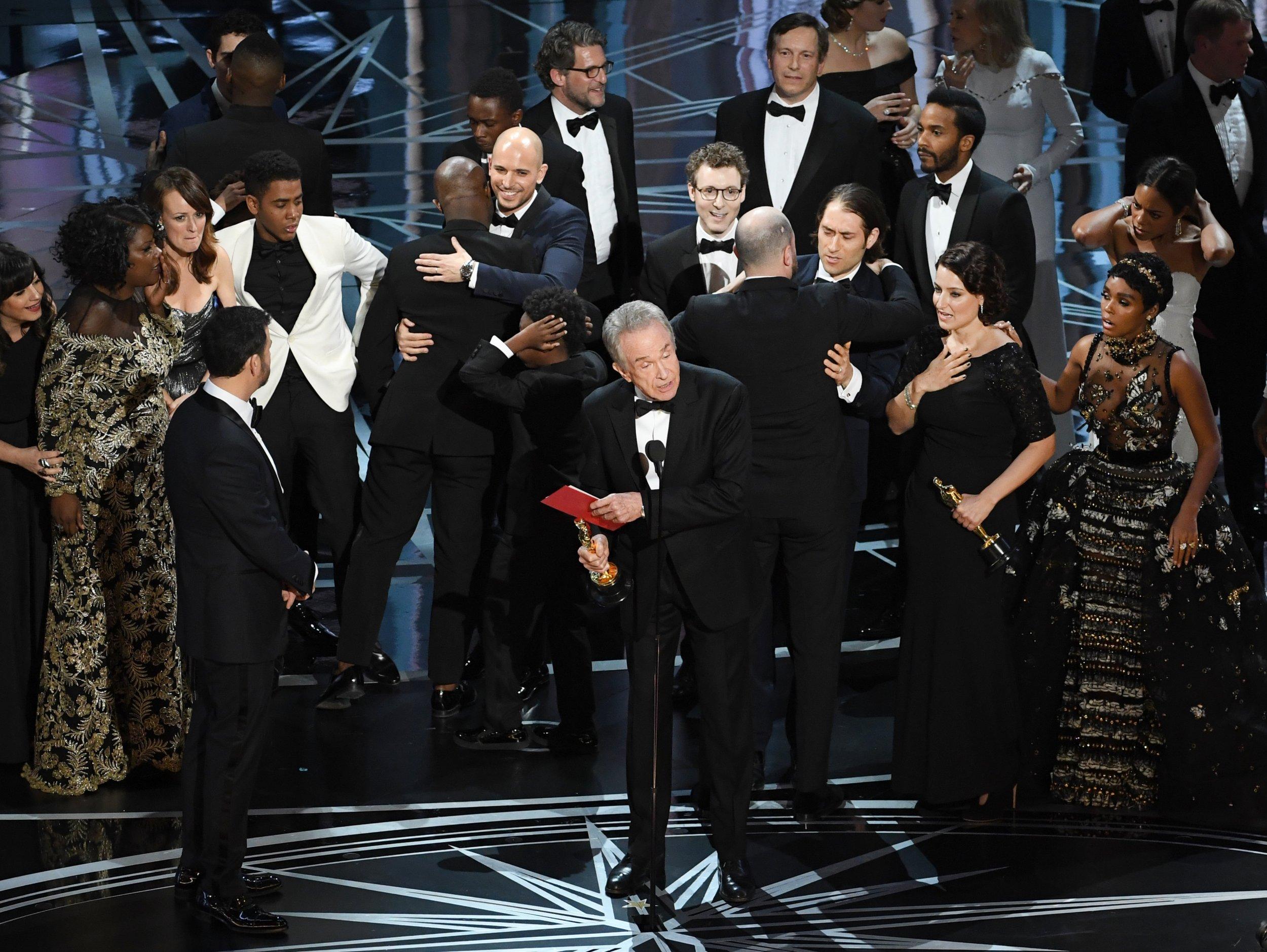 Oscars - Warren Beatty announces wrong best picture