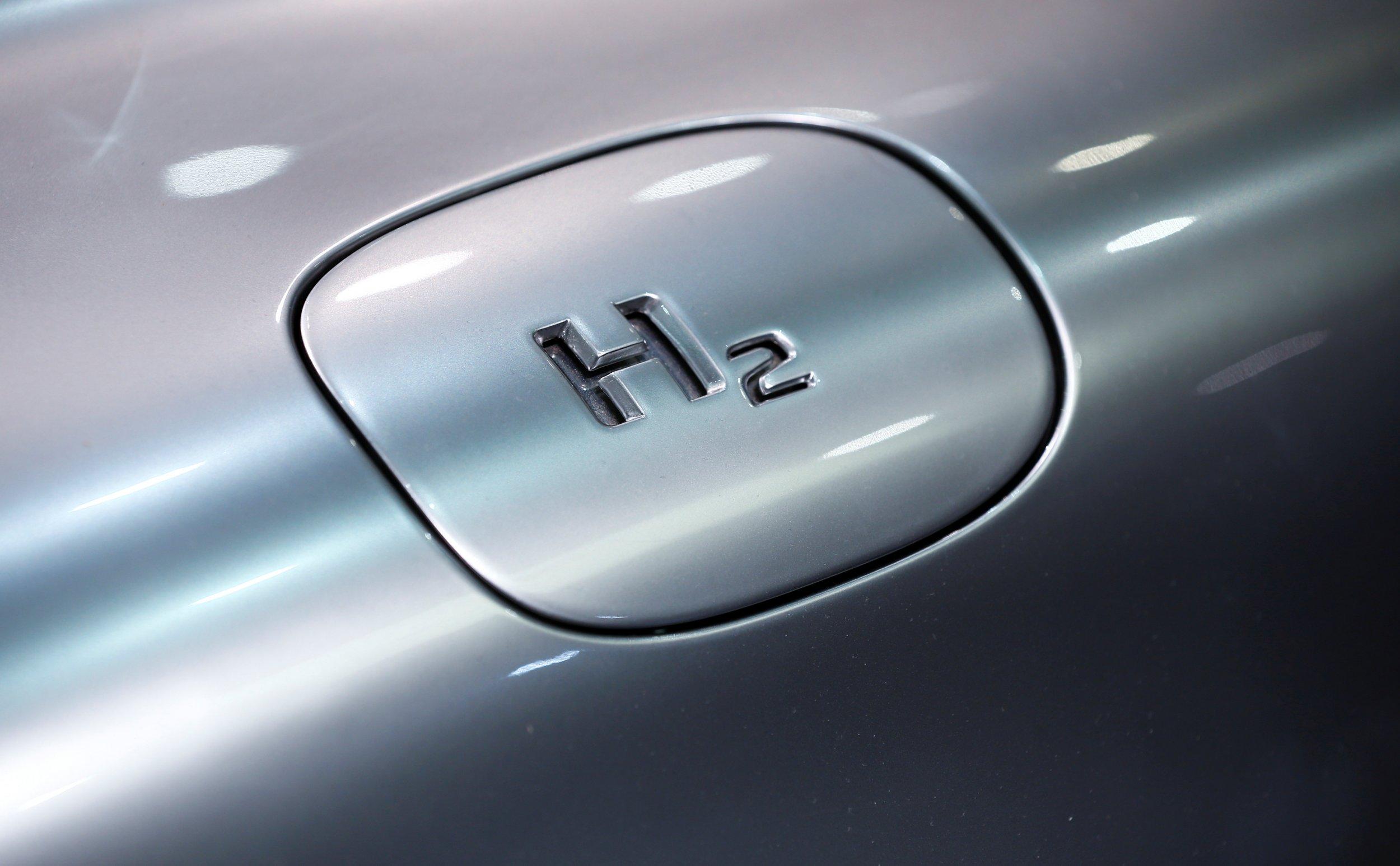 Hydrogen on Mercedes-Benz 2016