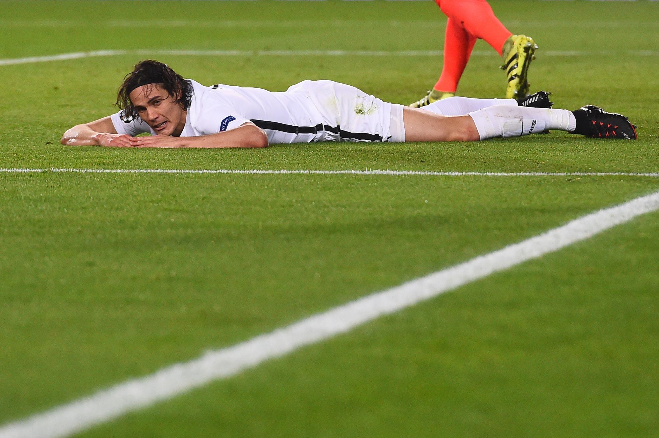 Paris Saint-Germain striker Edinson Cavani, bottom.
